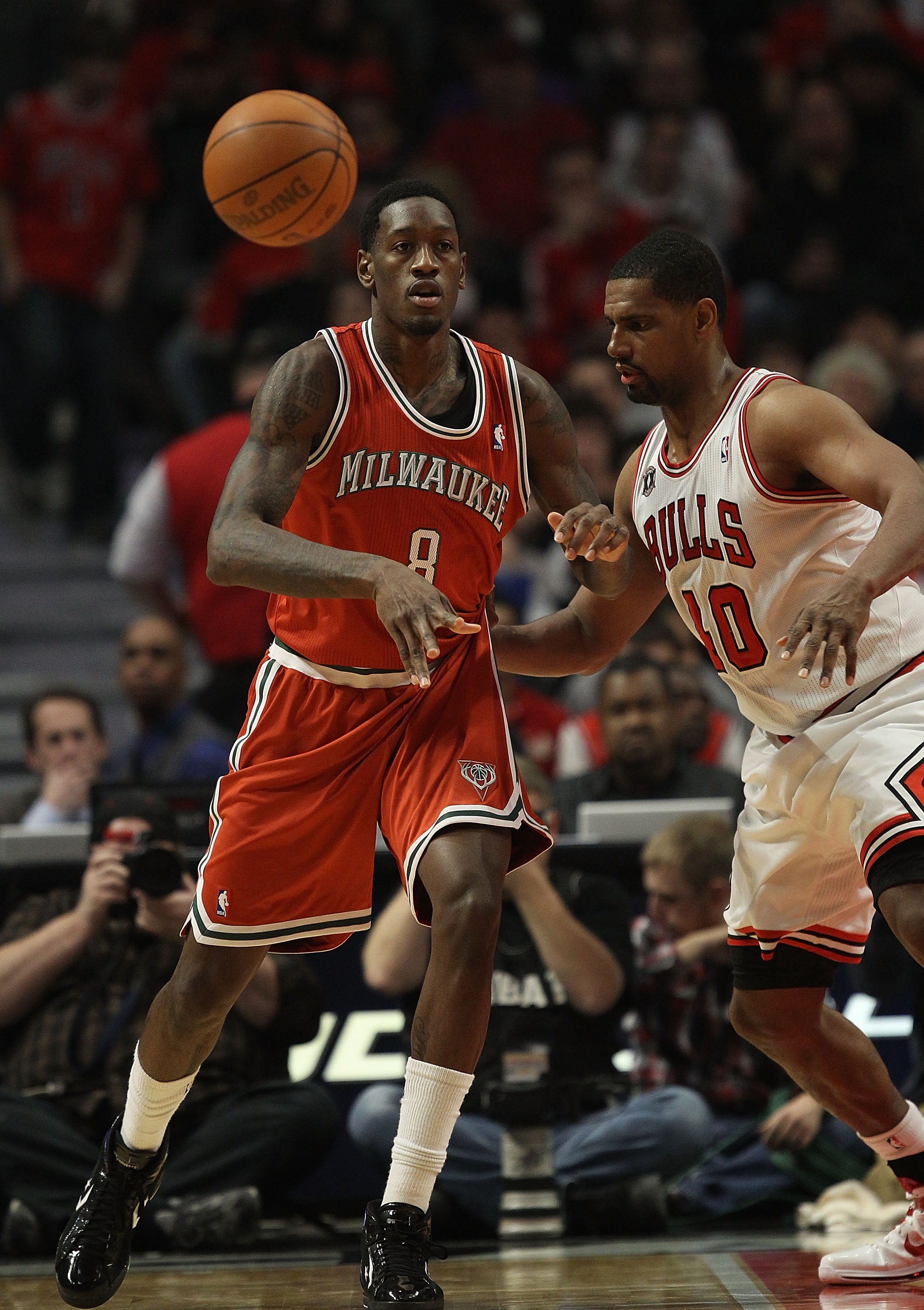CHICAGO, IL - DECEMBER 28: Larry Sanders #8 of the Milwaukee Bucks passes the ball against Kurt Thomas #40 of the Chicago Bulls at the United Center on December 28, 2010 in Chicago, Illinois. The Bulls defeated the Bucks 90-77. NOTE TO USER: User expressl
