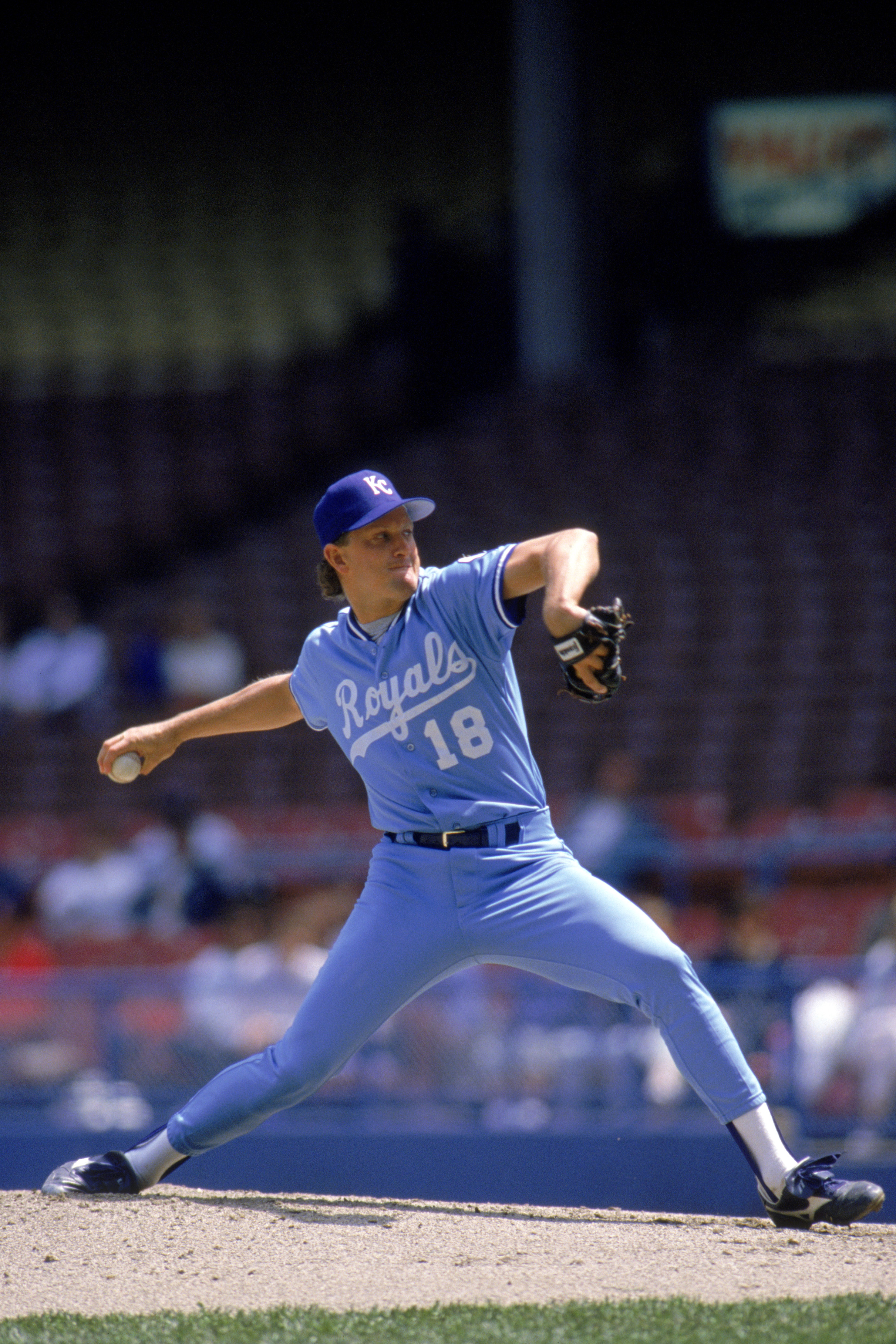 1989:  Bret Saberhagen #31 of the Kansas City Royals delivers a pitch during a game in 1989 season.  (Photo by Rick Stewart/Getty Images)