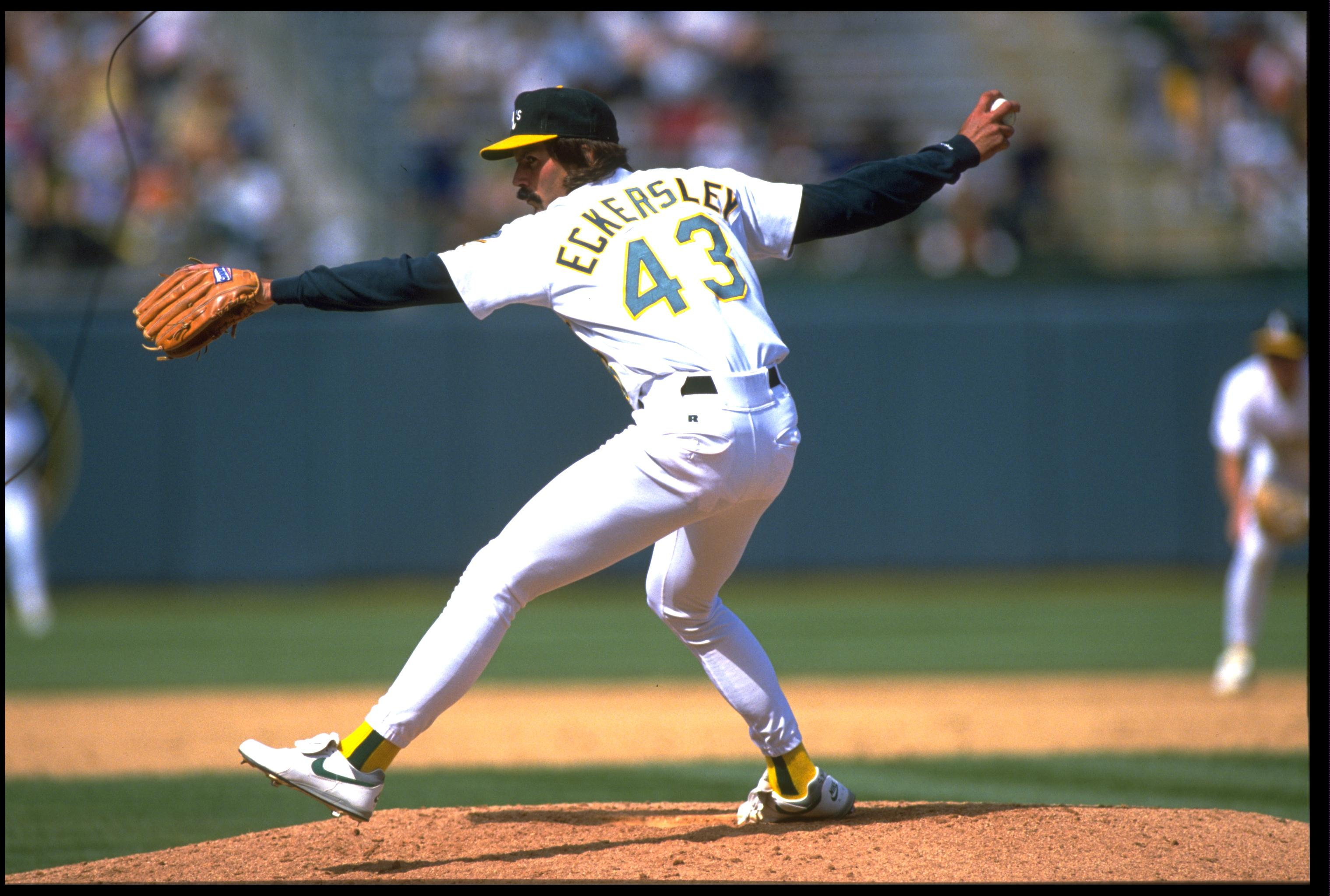 25 APR 1993:  DENNIS ECKERSLEY, RELIEF PITCHER FOR THE OAKLAND A''S, DELIVERS A PITCH AGAINST THE CLEVELAND INDIANS AT THE OAKLAND COLISEUM IN OAKLAND, CALIFORNIA.  MANDATORY CREDIT: OTTO GREULE/ALLSPORT.