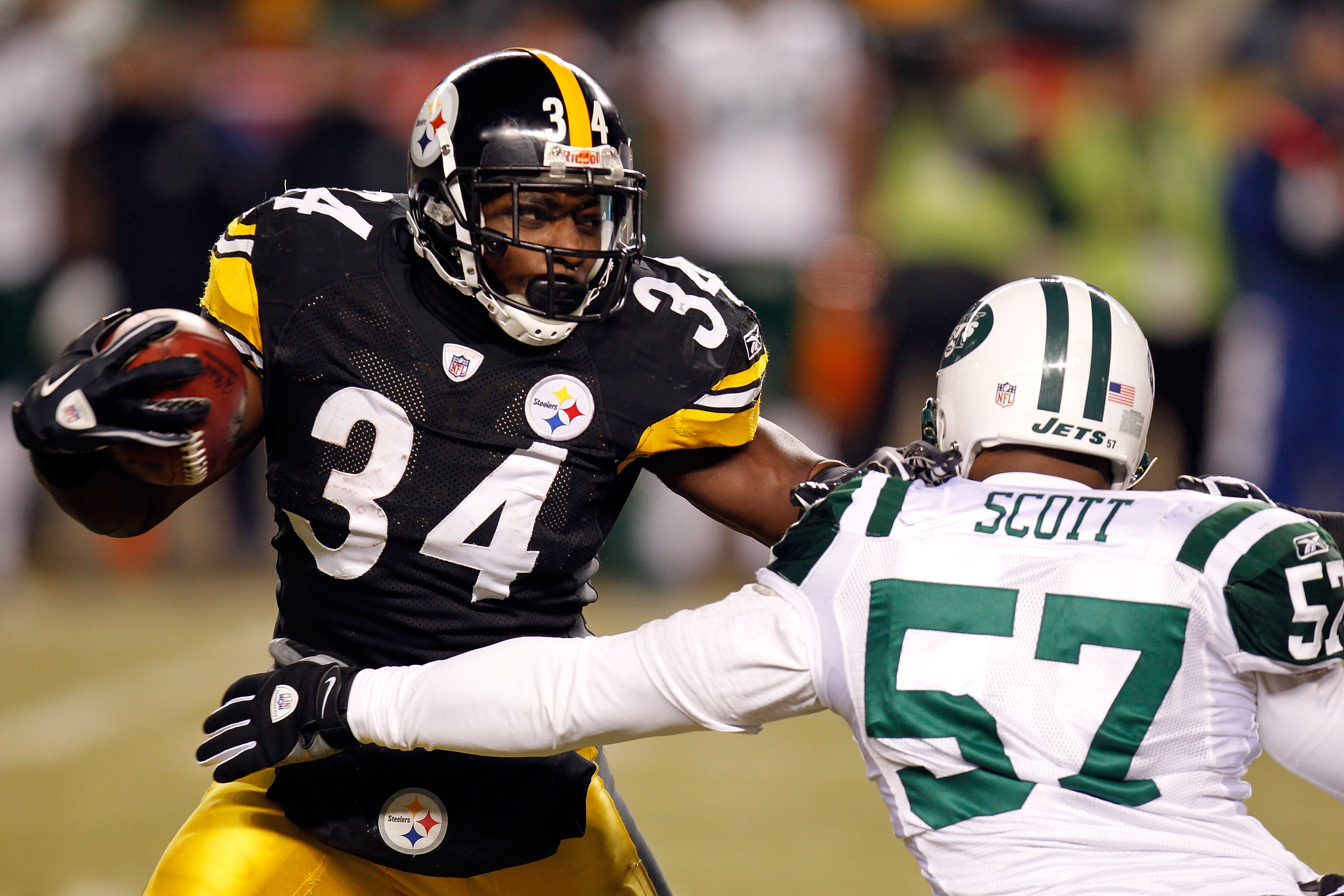 PITTSBURGH, PA - JANUARY 23:  Rashard Mendenhall #34 of the Pittsburgh Steelers runs down field against Bart Scott #57 of the New York Jets during the 2011 AFC Championship game at Heinz Field on January 23, 2011 in Pittsburgh, Pennsylvania.  (Photo by Gr