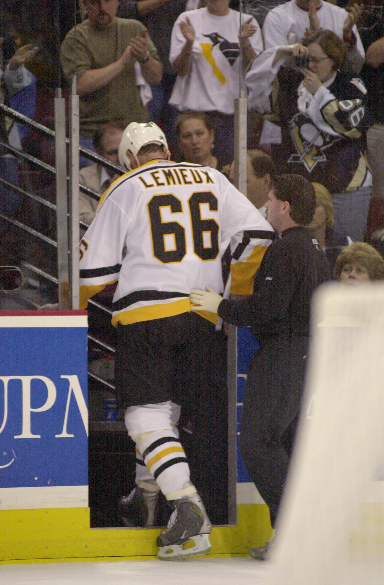 8 May 2001:  Mario Lemieux #66 of the Pittsburgh Penguins leaves the ice after getting hurt by a high stick during game 6 of the Eastern Conference Semi Finals of the Stanley Cup Playoffs against the Buffalo Sabres  the Mellon Arena in Pittsburgh, Pennsyl