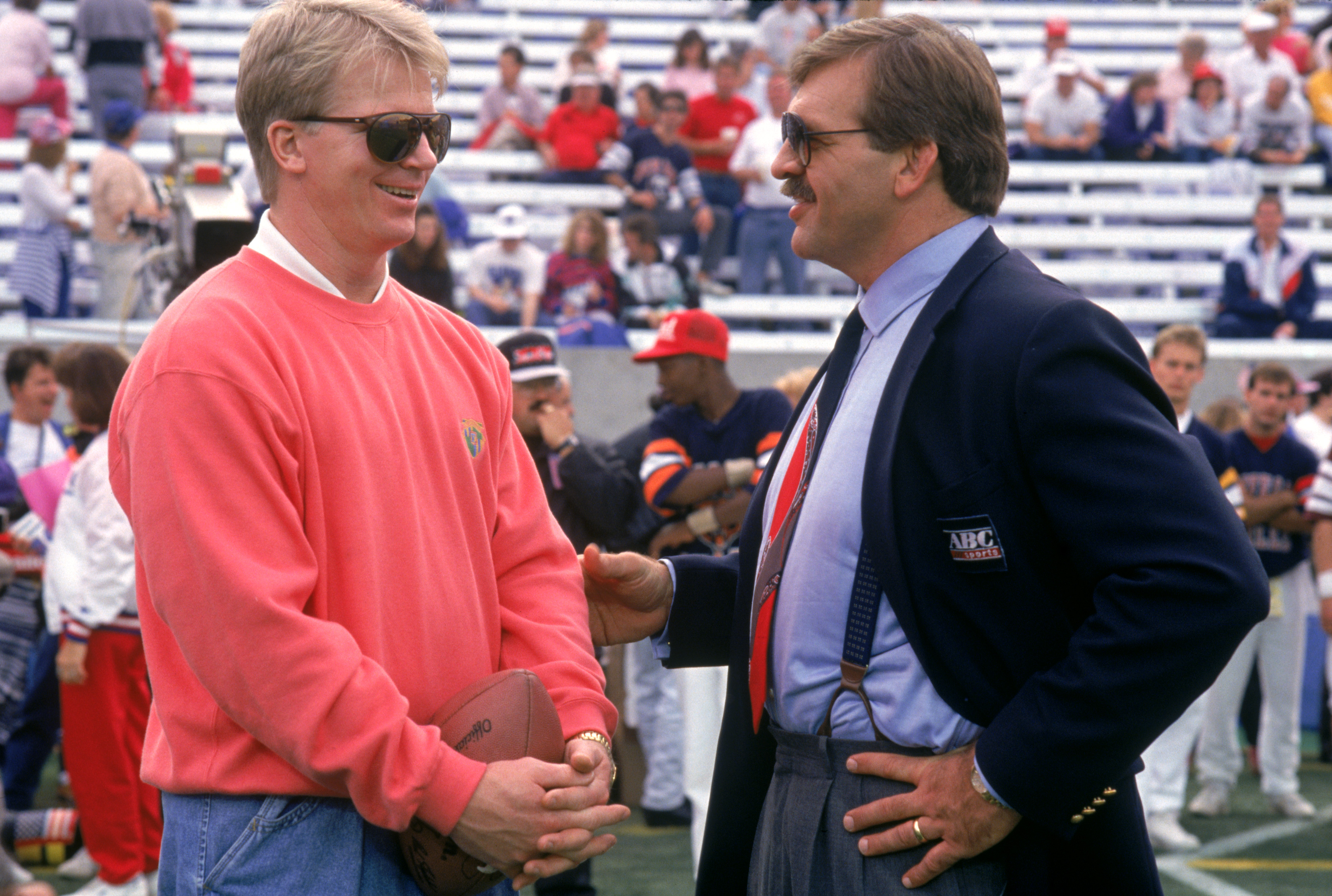 TAMPA, FL - JANUARY 27:  Injured quarterback Phil Simms of the New York Giants talks to ABC TV announcer Dan Dierdorff before the game against the Buffalo Bills during Super Bowl XXV at Tampa Stadium on January 27, 1991 in Tampa, Florida. The Giants defea