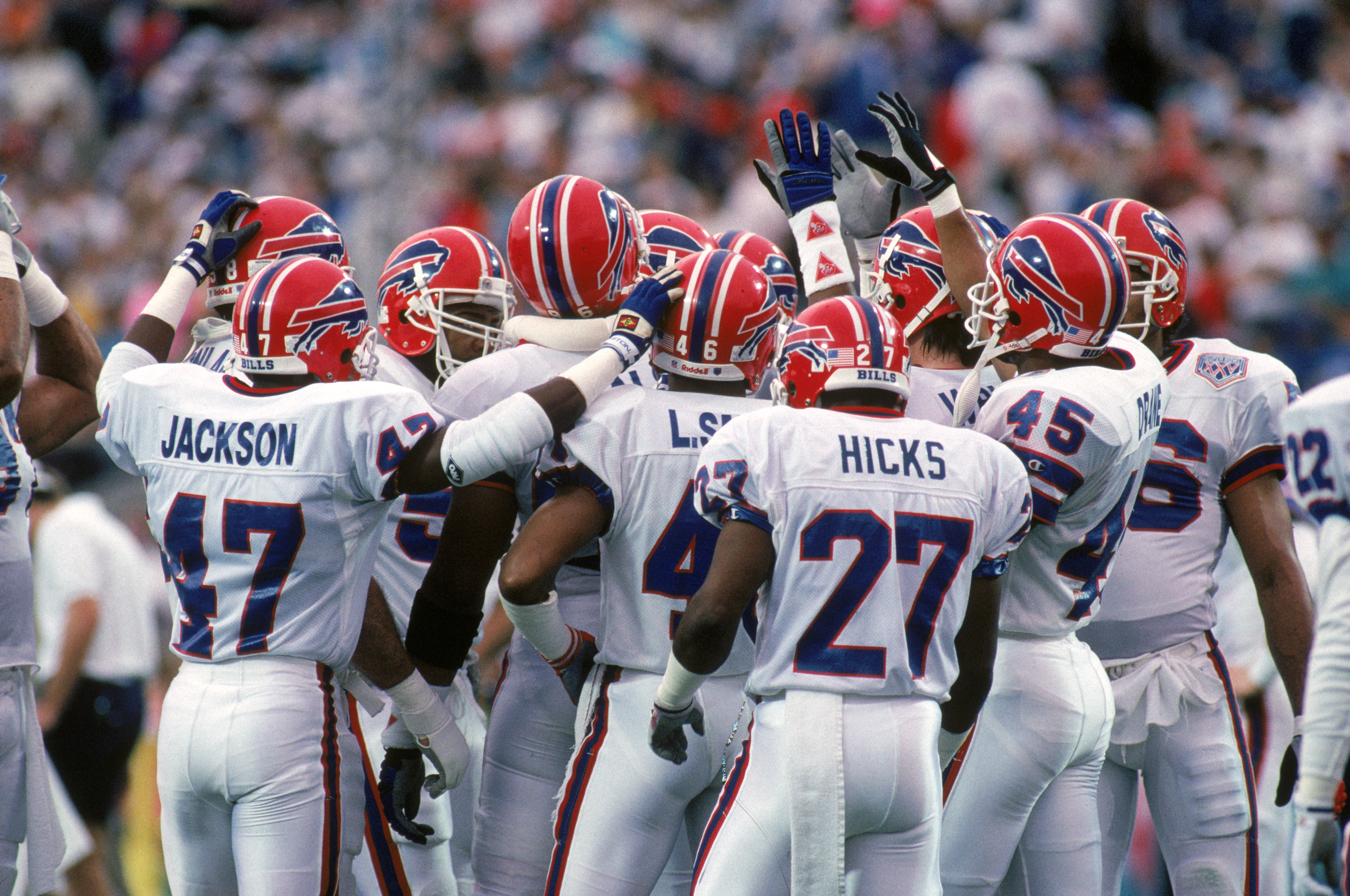 TAMPA, FL - JANUARY 27:  The Buffalo Bills defense gather as they prepares to take on the New York Giants in Super Bowl XXV at Tampa Stadium on January 27, 1991 in Tampa, Florida.  The Giants won 20-19.  (Photo by George Rose/Getty Images)