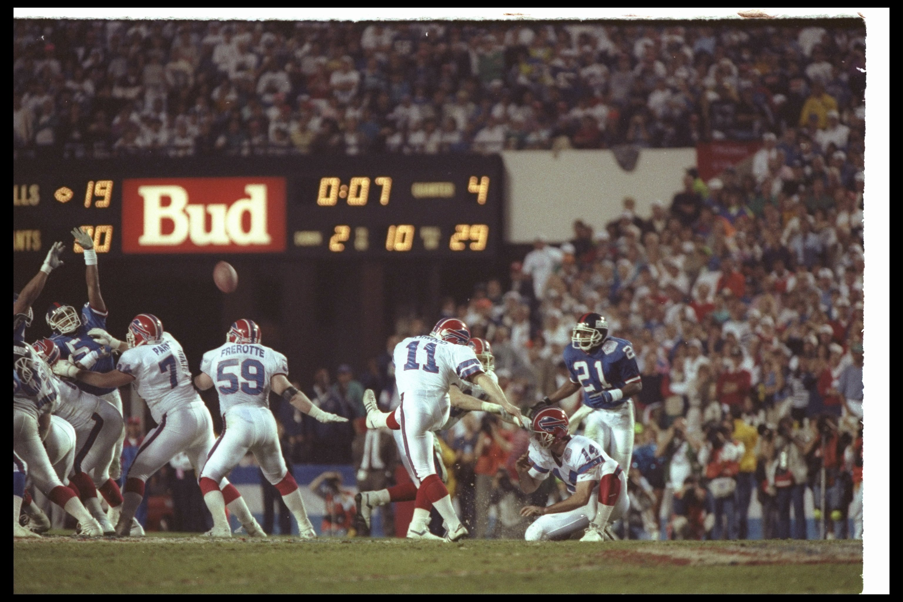 12 Jan 1991: Kicker Scott Norwood #11 of the Buffalo Bills misses a 47-yard field goal wide right at the end of regulation during Super Bowl XXV against the New York Giants at Tampa Stadium in Tampa, Florida. The Giants won the game, 20-19.