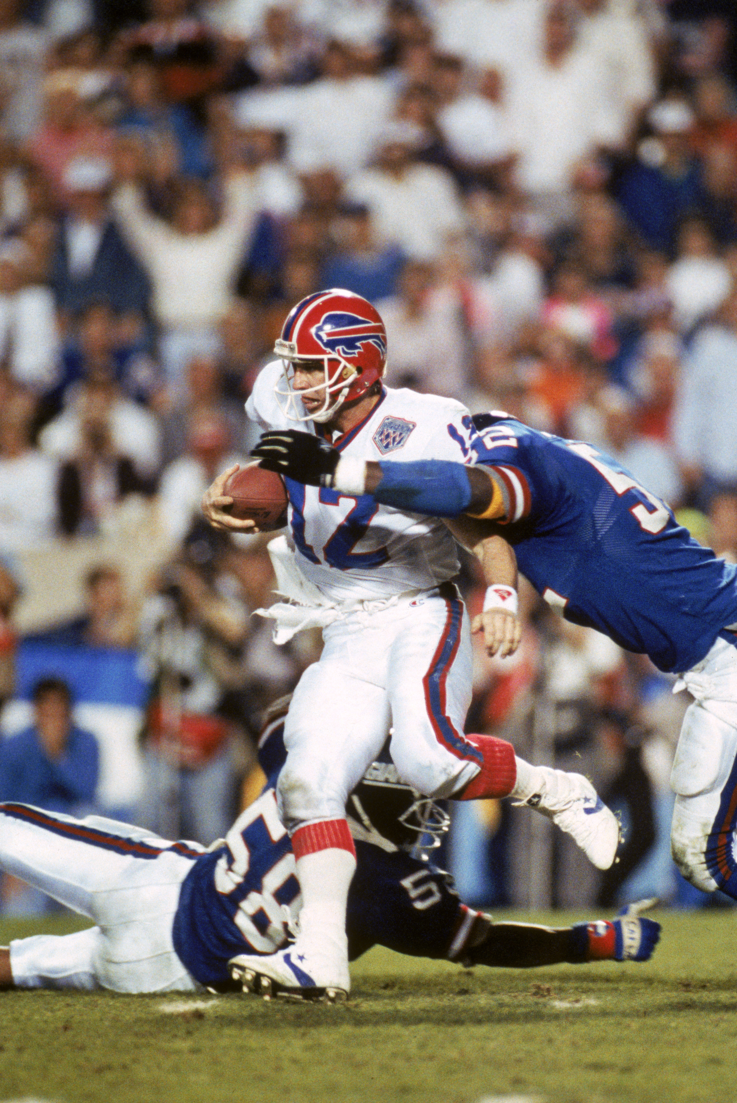 TAMPA, FL - JANUARY 27:  Linebacker Pepper Johnson #52 of the New York Giants tackles quarterback Jim Kelly #12 of the Buffalo Bills from behinds after an eight yard run in the fourth quarter of Super Bowl XXV at Tampa Stadium on January 27, 1991 in Tampa