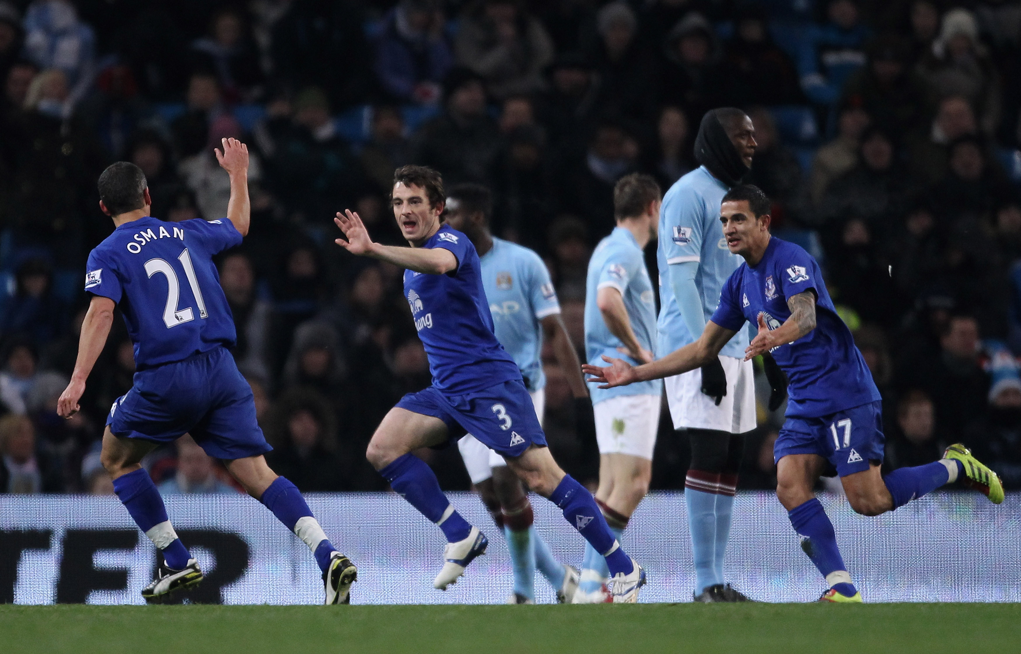 MANCHESTER, ENGLAND - DECEMBER 20:  Leighton Baines of Everton celebrates with team mates after scoring the second goal during the Barclays Premier League match between Manchester City and Everton at City of Manchester Stadium on December 20, 2010 in Manc