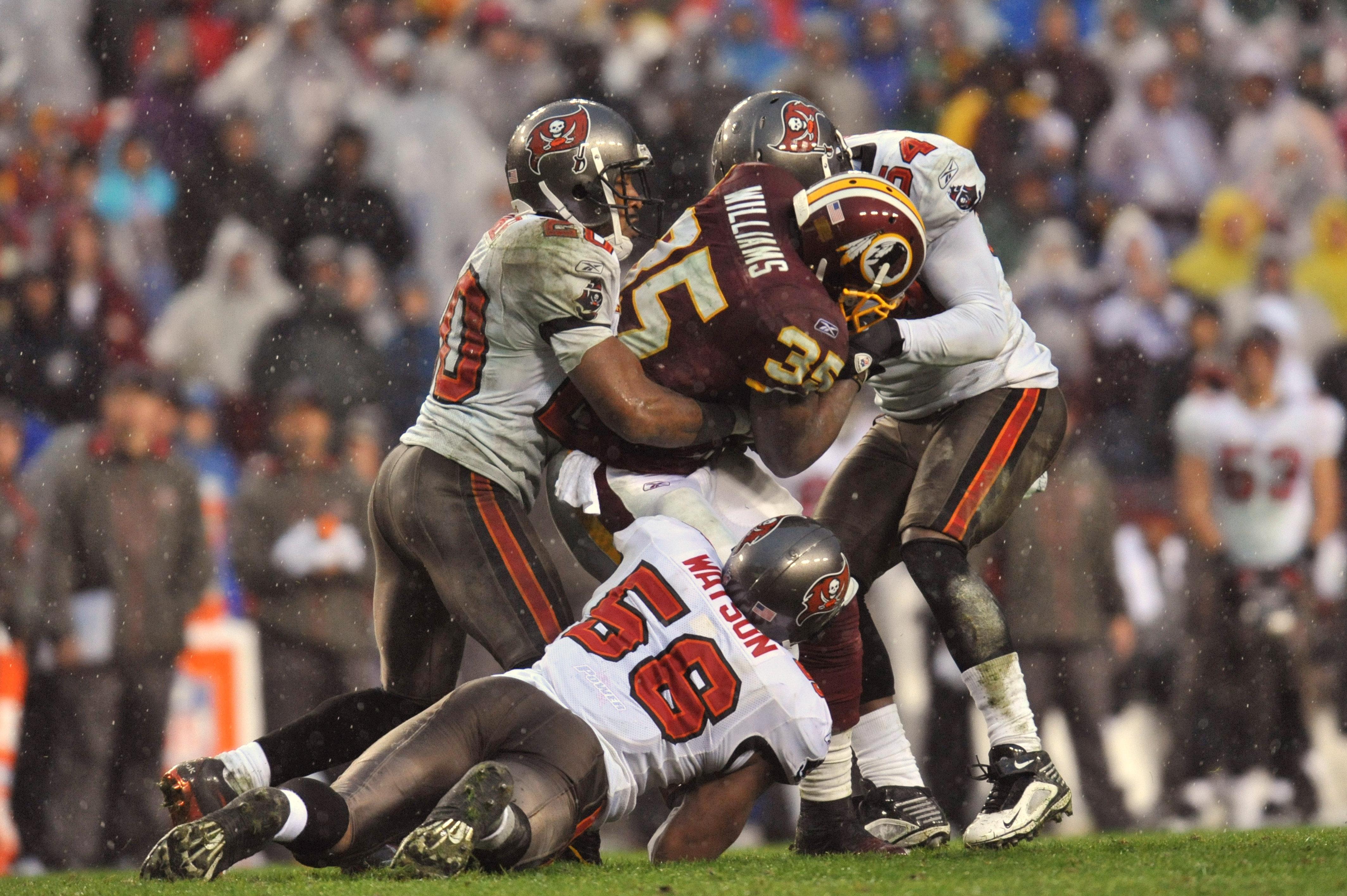eb8f04349c1 LANDOVER, MD - DECEMBER 12: Keiland Williams #35 of the Washington Redskins  is