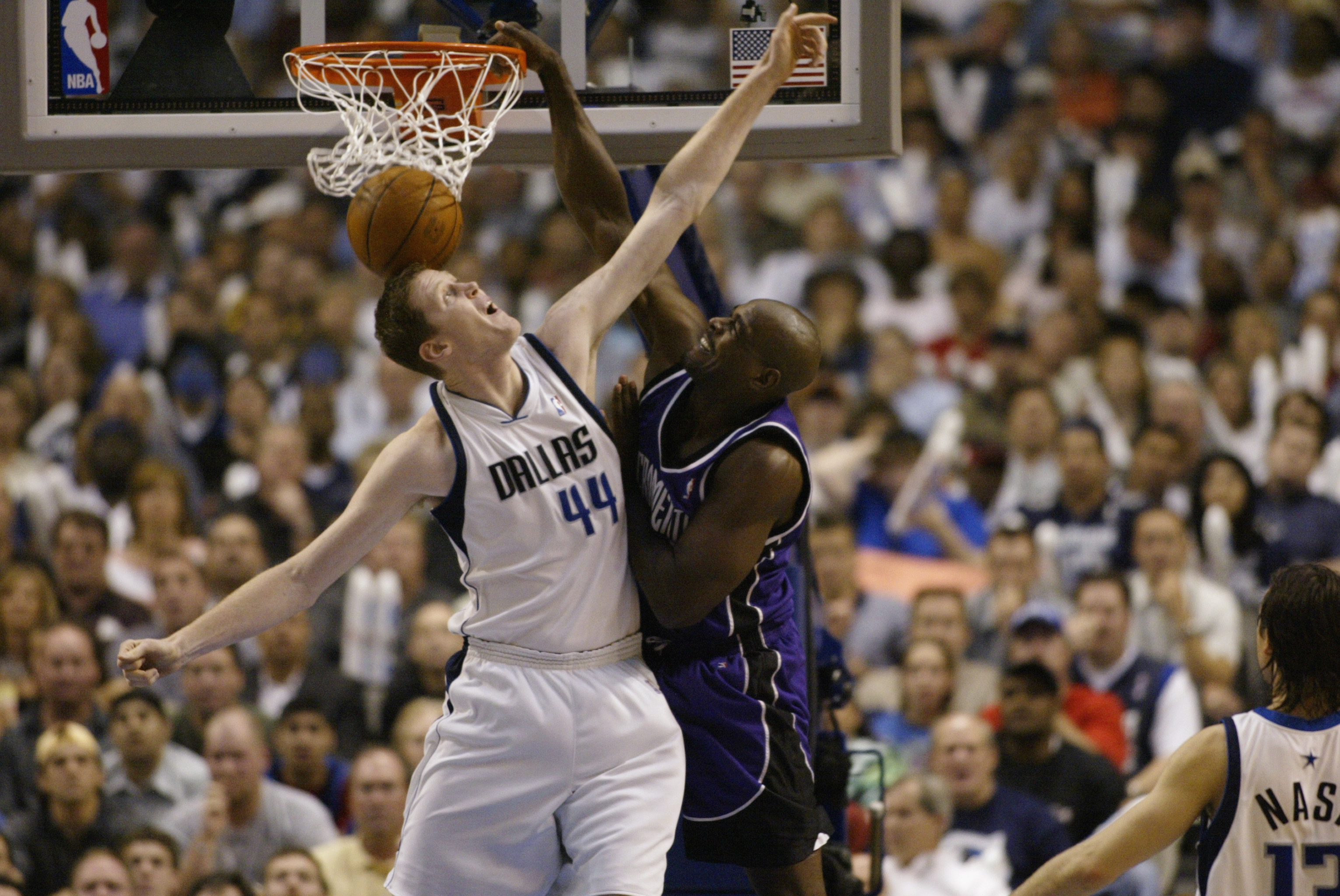 298862e66b8 Shawn Bradley and the 25 Biggest Targets of High-Flying NBA Dunkers ...