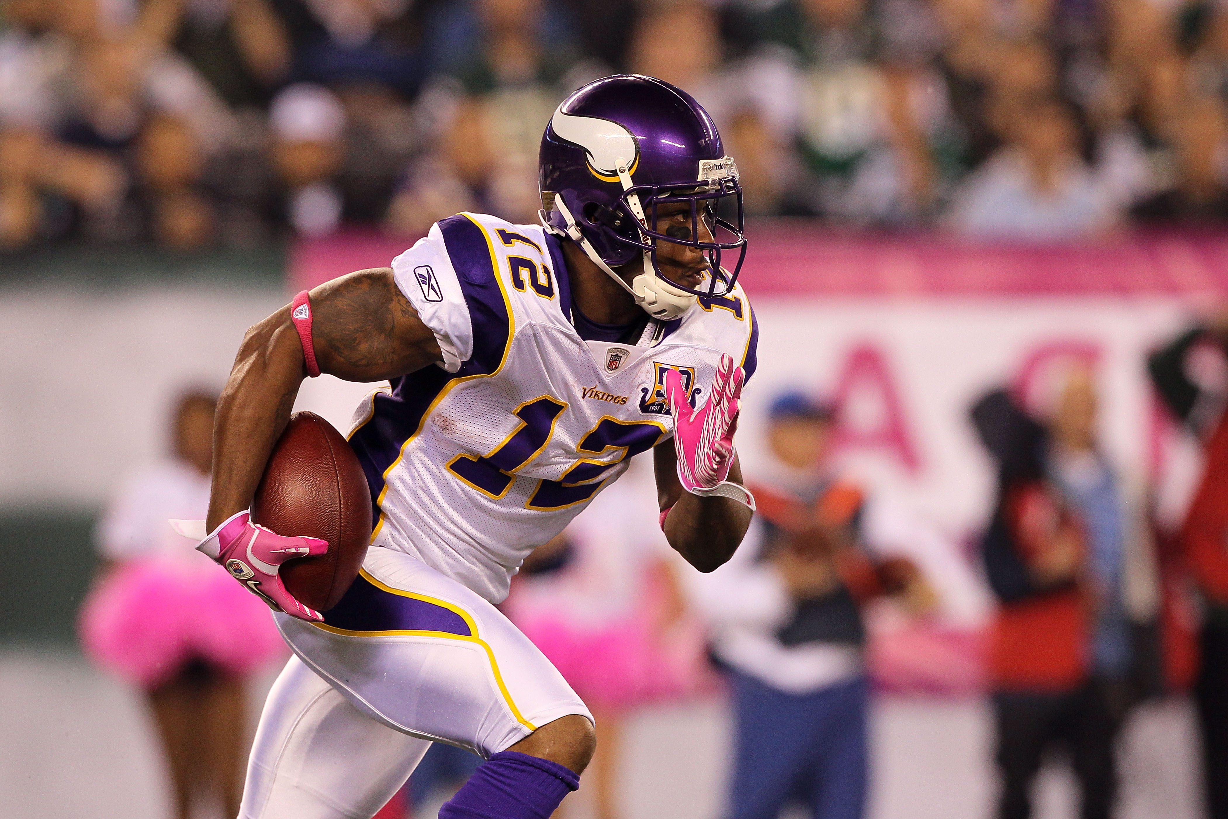 EAST RUTHERFORD, NJ - OCTOBER 11:  Percy Harvin #12 of the Minnesota Vikings returns a kick against the New York Jets at New Meadowlands Stadium on October 11, 2010 in East Rutherford, New Jersey. The Jets won 29-20. (Photo by Jim McIsaac/Getty Images)