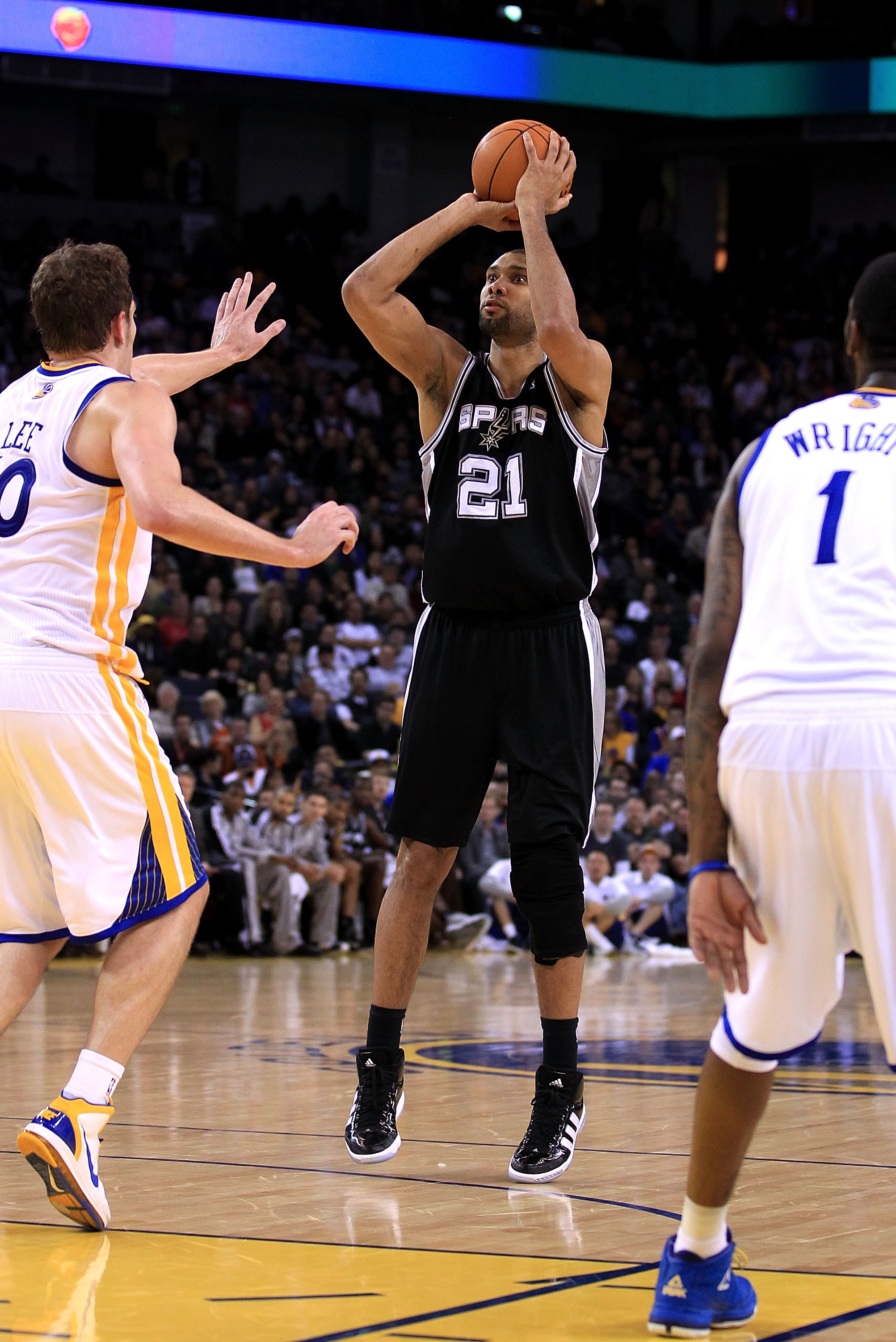 OAKLAND, CA - JANUARY 24:  Tim Duncan #21 of the San Antonio Spurs in action against the Golden State Warriors at Oracle Arena on January 24, 2011 in Oakland, California.  NOTE TO USER: User expressly acknowledges and agrees that, by downloading and or us