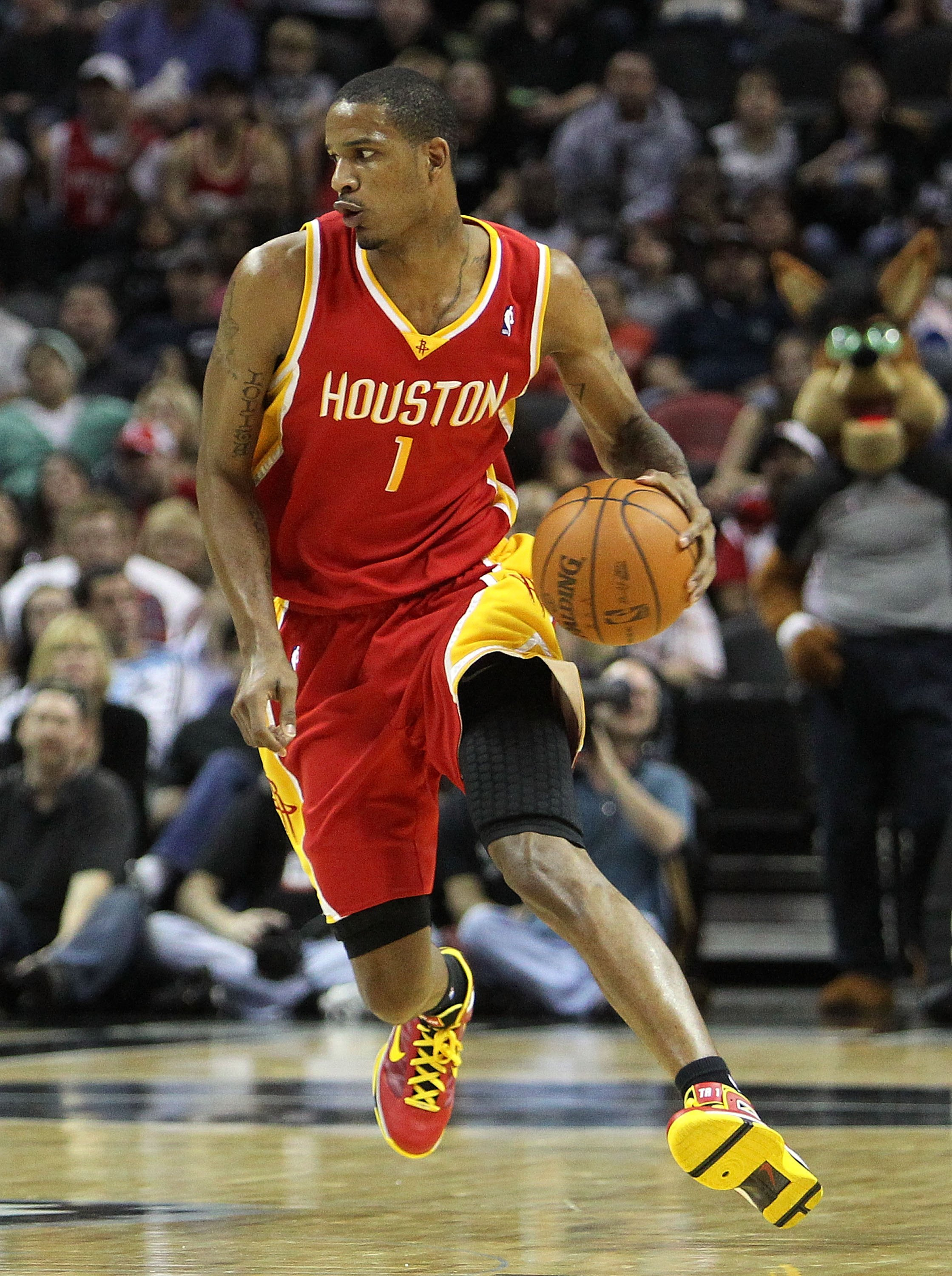 SAN ANTONIO - JANUARY 22:  Forward Trevor Ariza #1 of the Houston Rockets at AT&T Center on January 22, 2010 in San Antonio, Texas.  (Photo by Ronald Martinez/Getty Images)