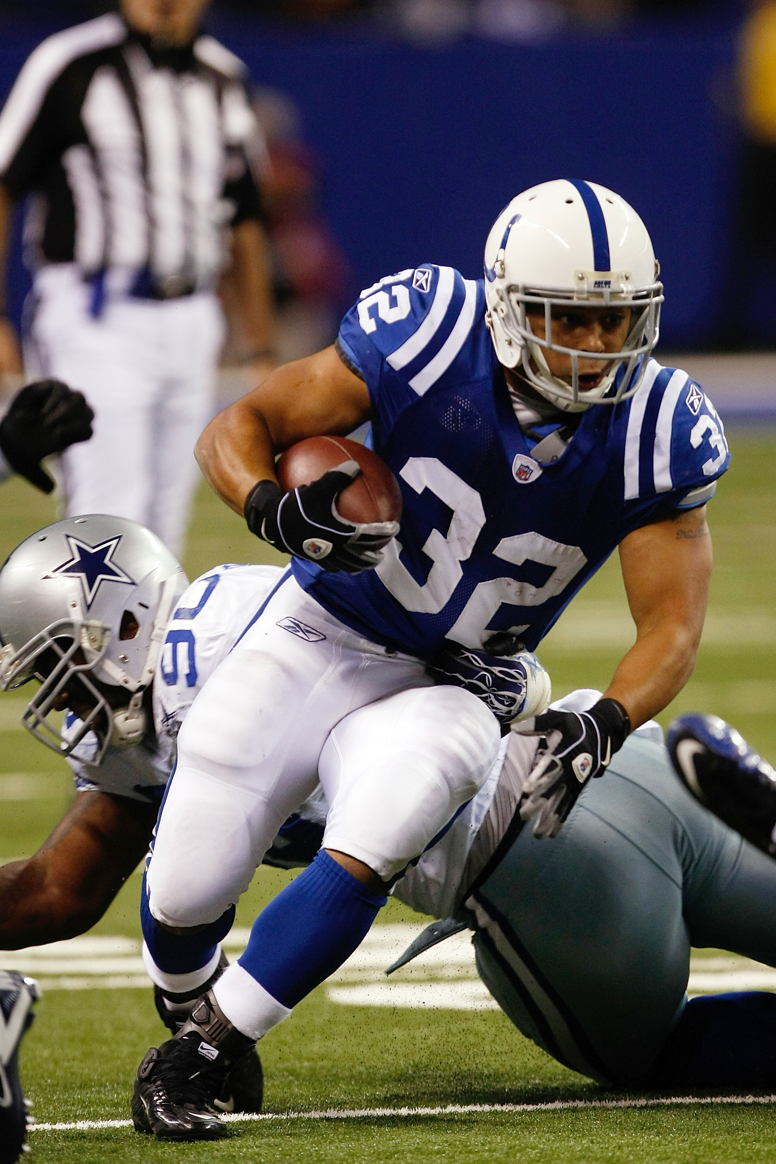 INDIANAPOLIS, IN - DECEMBER 05: Mike Hart #32 of the Indianapolis Colts runs against the Dallas Cowboys at Lucas Oil Stadium on December 5, 2010 in Indianapolis, Indiana.  (Photo by Scott Boehm/Getty Images)