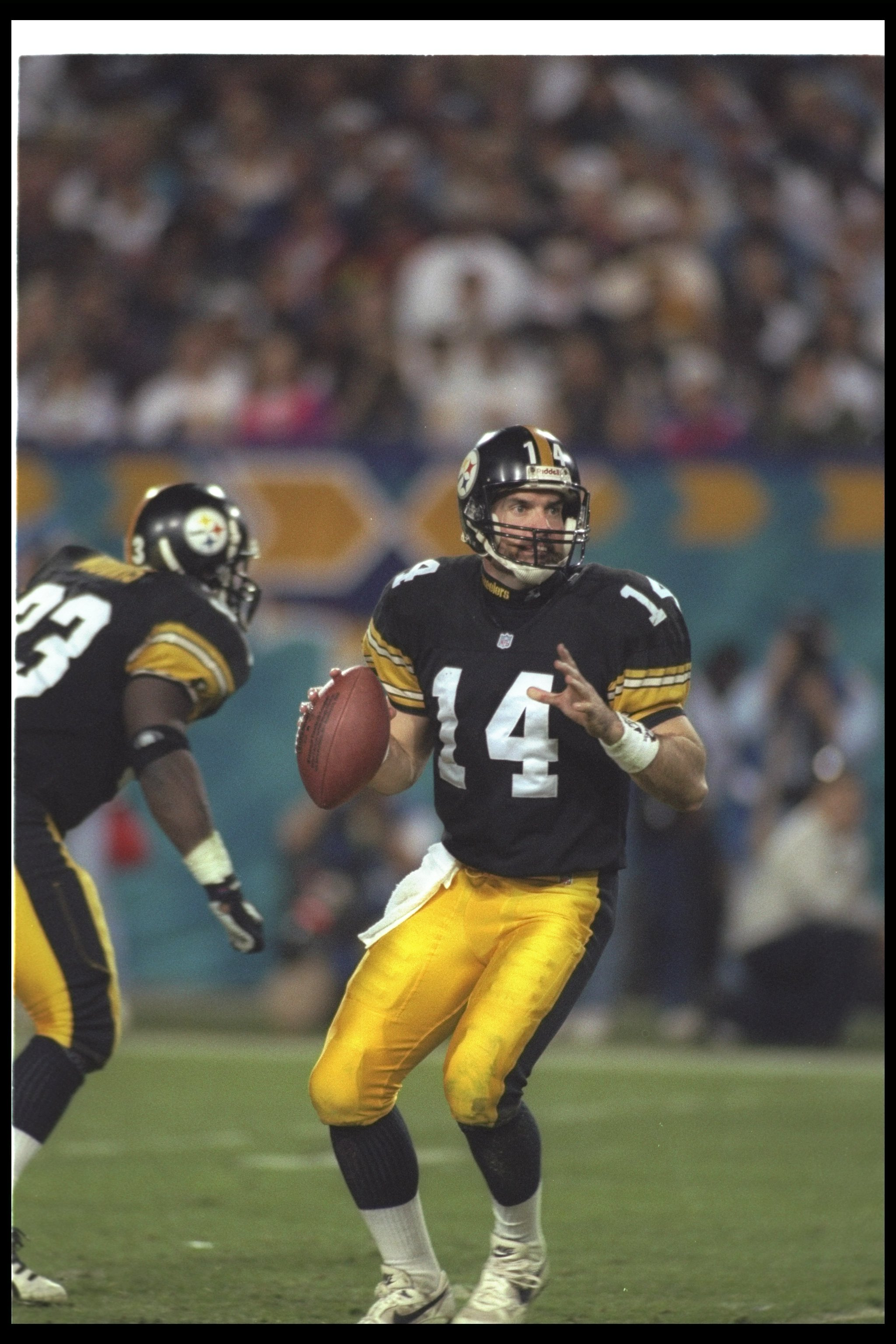 28 Jan 1996:   Quarterback Neil O''Donnell of the Pittsburgh Steelers drops back to pass during Super Bowl XXX against the Dallas Cowboys at Sun Devil Stadium in Tempe, Arizona.  The Cowboys won the game 27 - 17. Mandatory Credit: Mike Powell  /Allsport