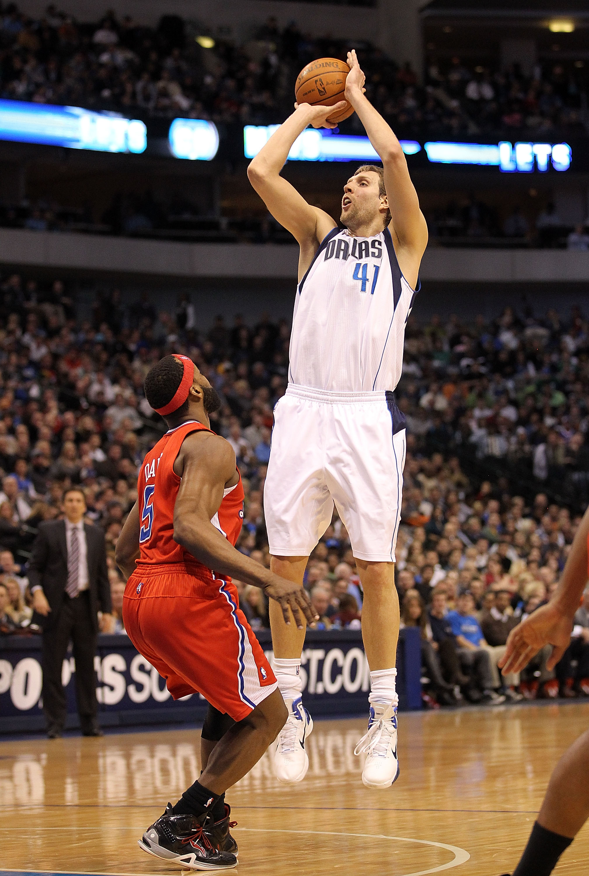 DALLAS, TX - JANUARY 25:  Guard Dirk Nowitzki #41 of the Dallas Mavericks takes a shot against Baron Davis #5 of the Los Angeles Clippers at American Airlines Center on January 25, 2011 in Dallas, Texas.  NOTE TO USER: User expressly acknowledges and agre