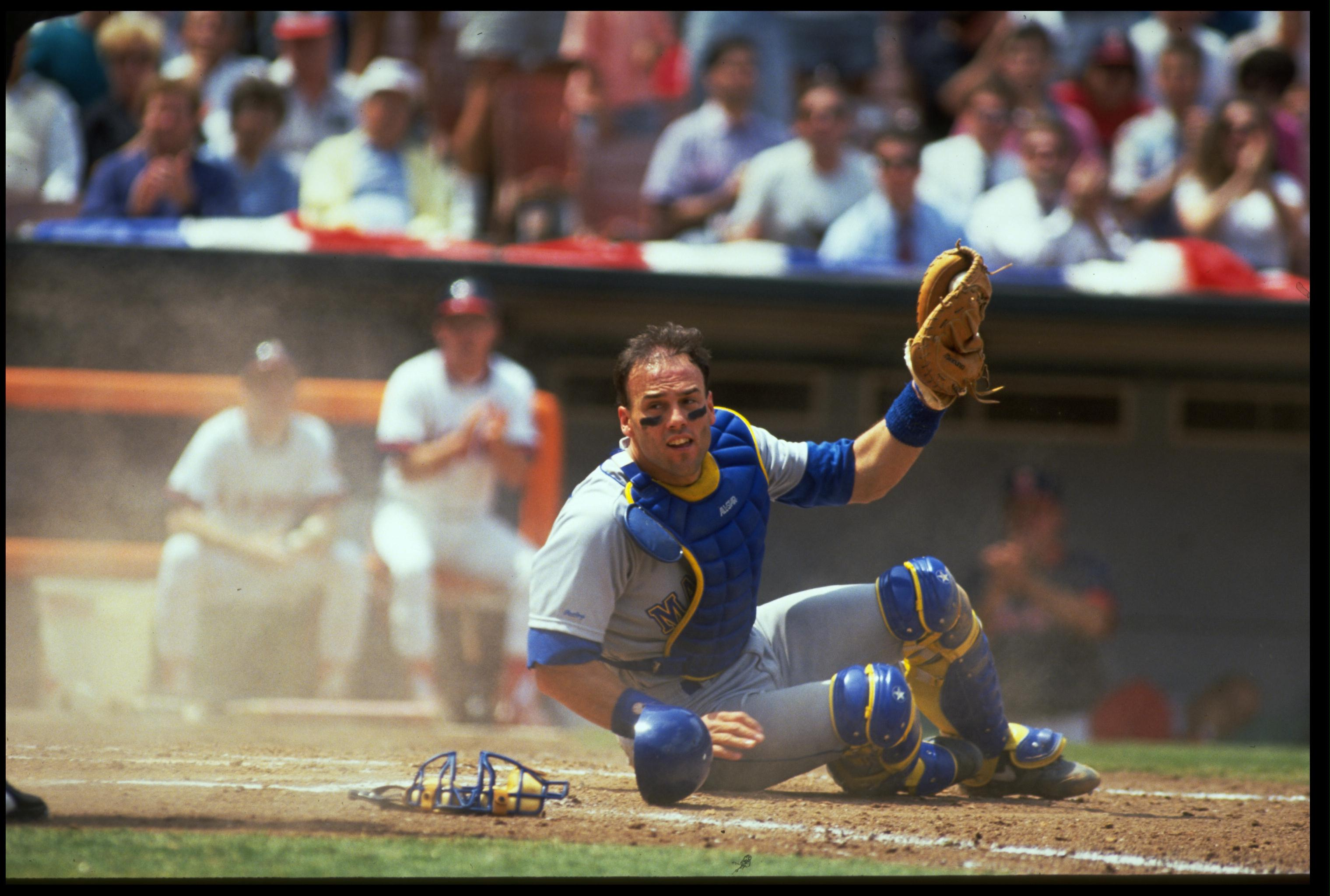 24 APR 1991:  SEATTLE MARINERS CATCHER DAVE VALLE MAKES A PLAY DURING THE MARINERS VERSUS CALIFORNIA ANGELS GAME AT ANAHEIM STADIUM IN ANAHEIM, CALIFORNIA.  MANDATORY CREDIT:  STEPHEN DUNN/ALLSPORT USA