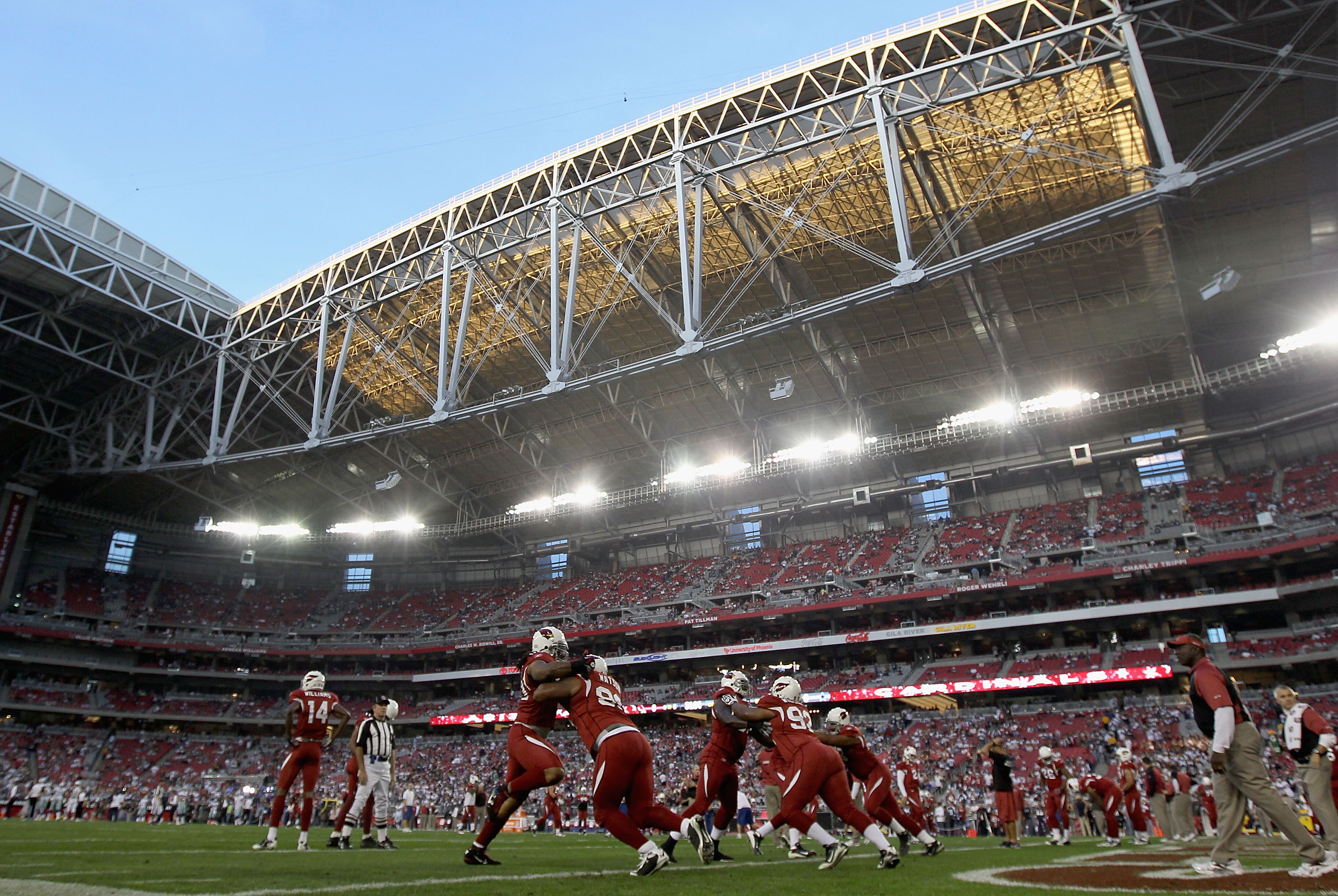 GLENDALE, AZ - DECEMBER 25:  The Arizona Cardinals warm up before the NFL game against the Dallas Cowboys at the University of Phoenix Stadium on December 25, 2010 in Glendale, Arizona.  The Cardinals defeated the Cowboys 27-26. (Photo by Christian Peters