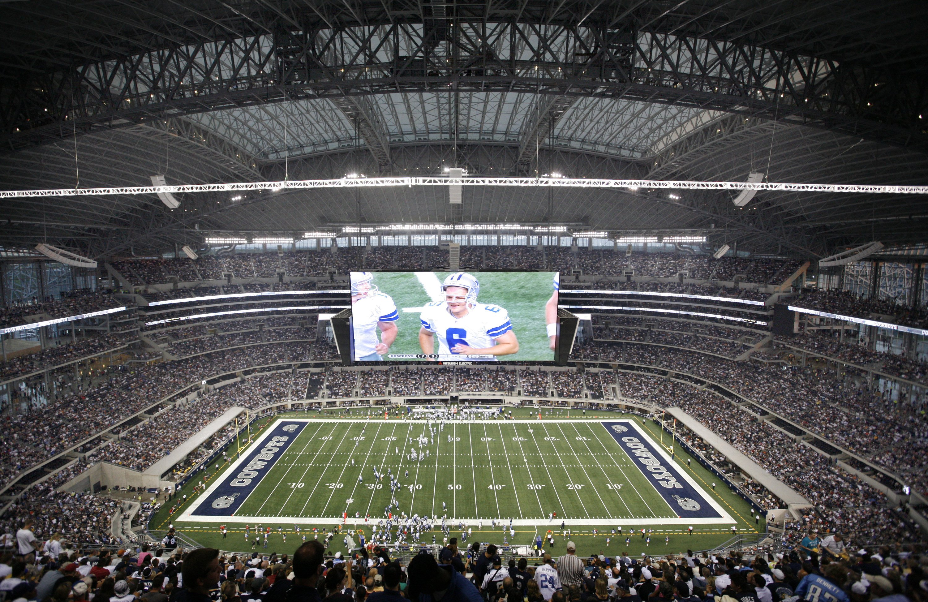 ARLINGTON, TX - AUGUST 21:  A general view of the Dallas Cowboys in the second quarter against the Tennessee Titans during a preseason game at Dallas Cowboys Stadium on August 21, 2009 in Arlington, Texas. (Photo by Tom Pennington/Getty Images)
