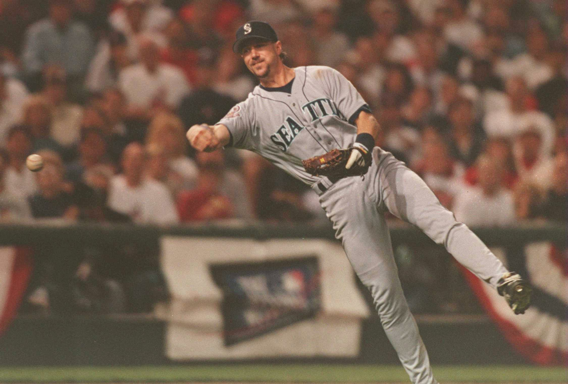 13 OCT 1995:  SEATTLE THIRD BASEMAN MIKE BLOWERS IN ACTION DURING THE MARINERS GAME VERSUS THE CLEVELAND INDIANS IN GAME THREE OF THE AMERICAN LEAGUE CHAMPIONSHIP SERIES AT JACOBS FIELD IN CLEVELAND, OHIO.  THE MARINERS BEAT THE INDIANS 5-2 TO TAKE A 2-1