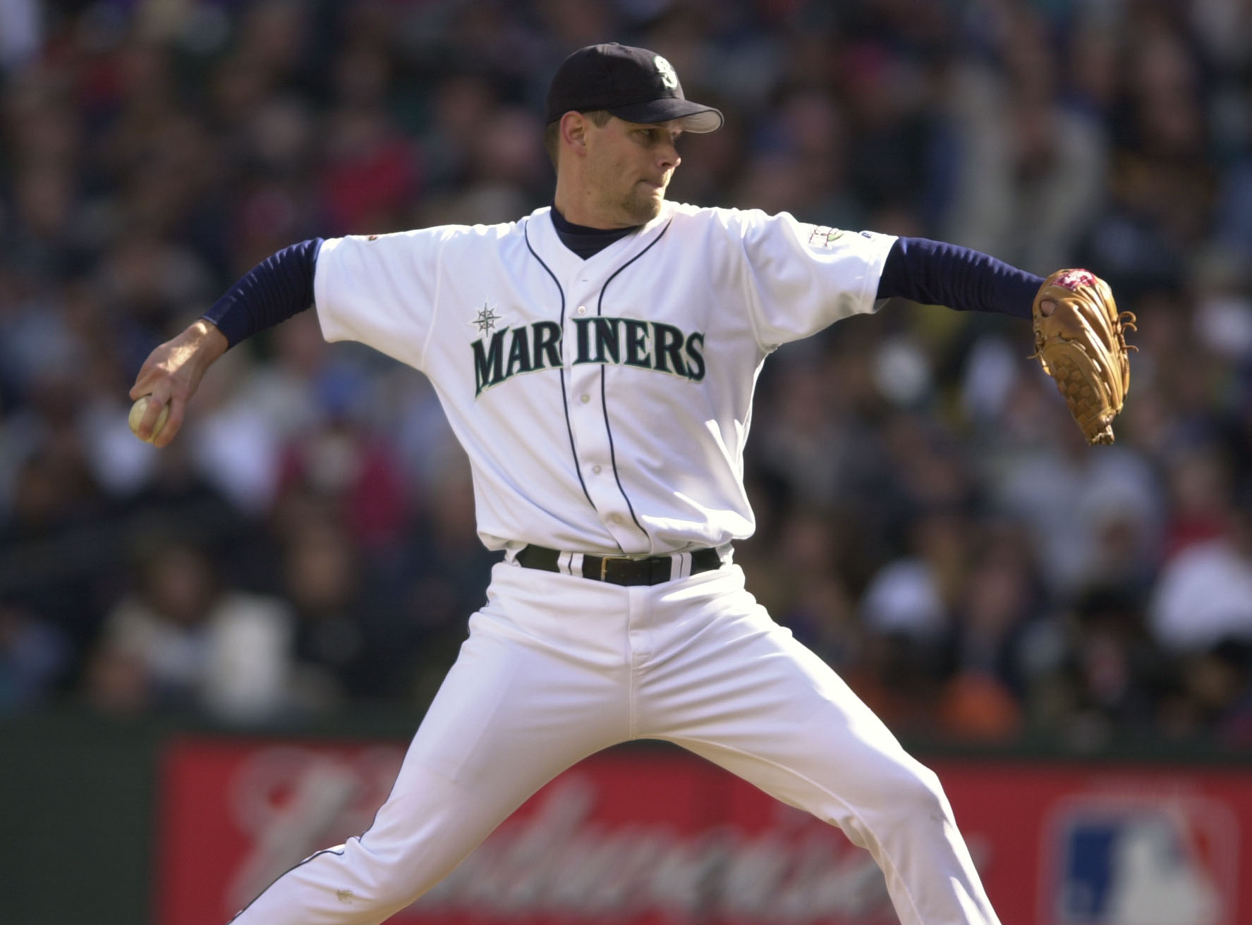 17 Oct 2001:  Starting pitcher Aaron Sele of the Seattle Mariners delivers a pitch against the New York Yankees in game one of the American League Championship Series at Safeco Field in Seattle, Washington.  DIGITAL IMAGE Mandatory Credit: Otto Greule/ALL