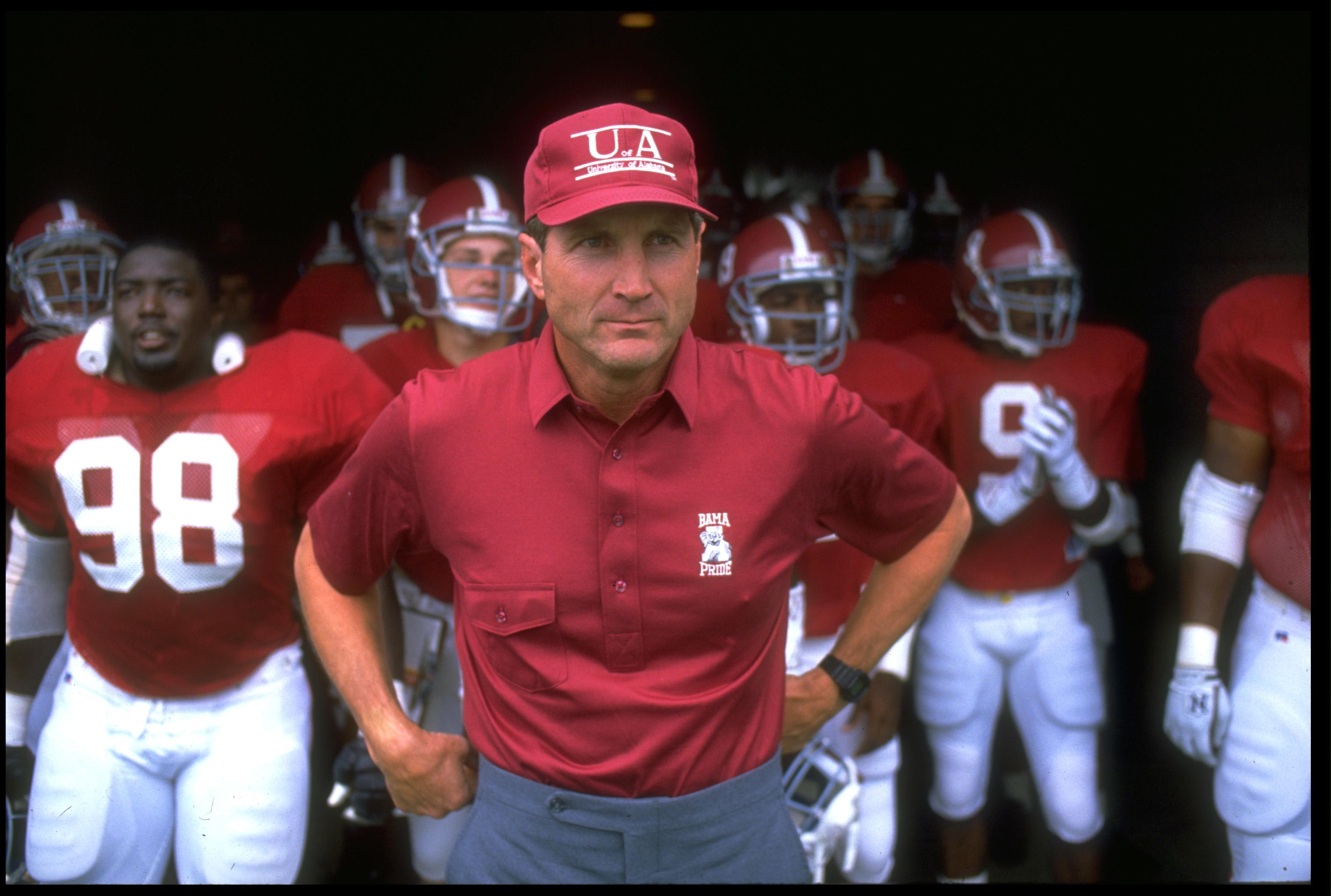 23 Sep 1989: UNIVERSITY OF ALABAMA HEAD COACH BILL CURRY LEADS HIS TEAM OUT ONTO THE FIELD PRIOR TO THE CRIMSON TIDE 15-7 WIN OVER THE UNIVERSITY OF KENTUCKY WILDCATS