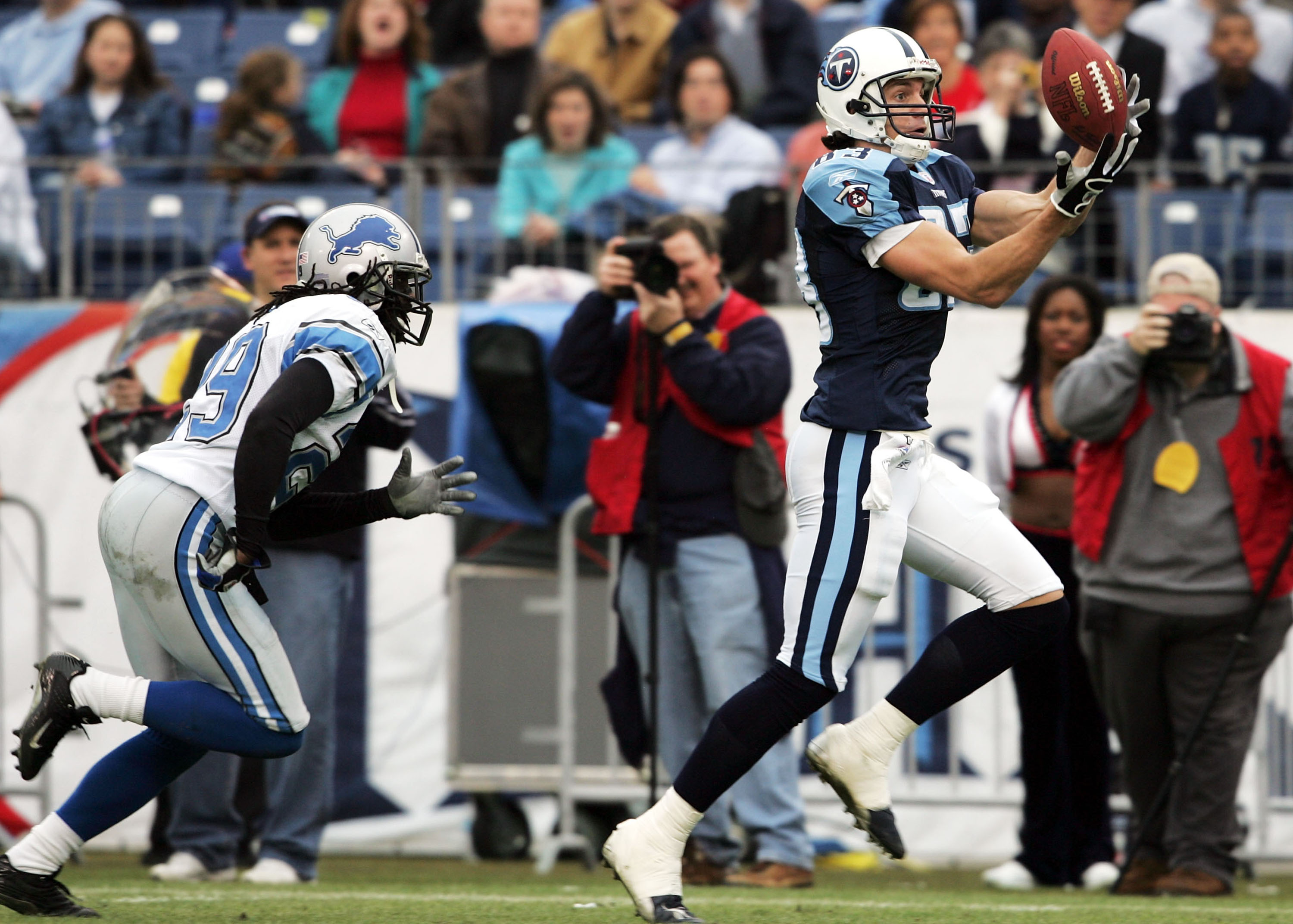 NASHVILLE, TN - JANUARY 2:  Drew Bennett #83 of the Tennessee Titans catches a touchdown pass against the Detroit Lions on January 2, 2005 at The Coliseum in Nashville, Tennessee.  (Photo by Andy Lyons/Getty Images)