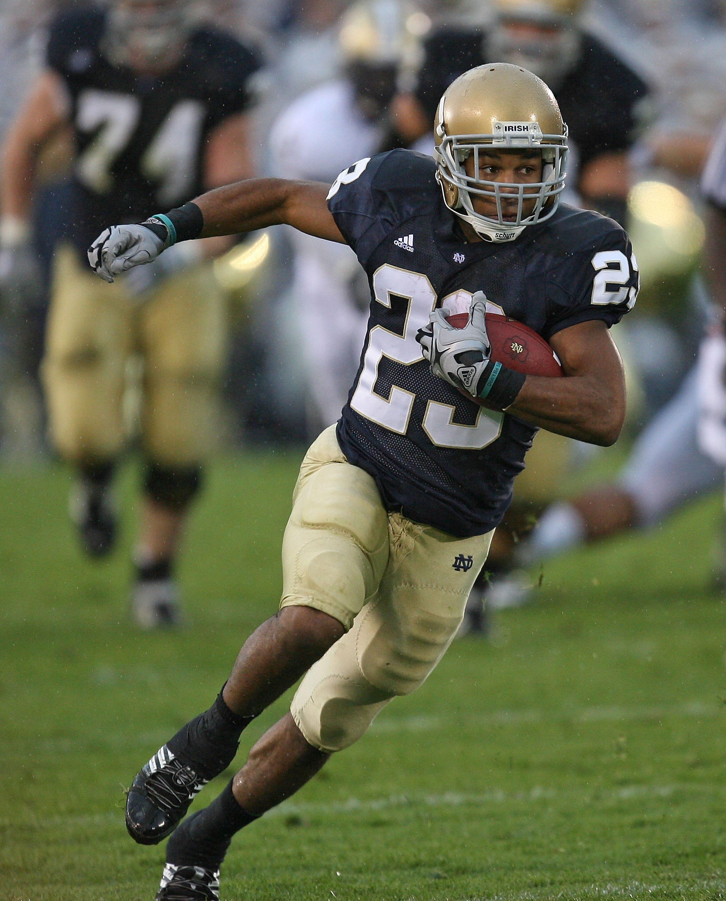 SOUTH BEND, IN - OCTOBER 03: Golden Tate #23 of the Notre Dame Fighting Irish runs against the Washington Huskies on his way to a 67 yard touchdown on October 3, 2009 at Notre Dame Stadium in South Bend, Indiana. (Photo by Jonathan Daniel/Getty Images)