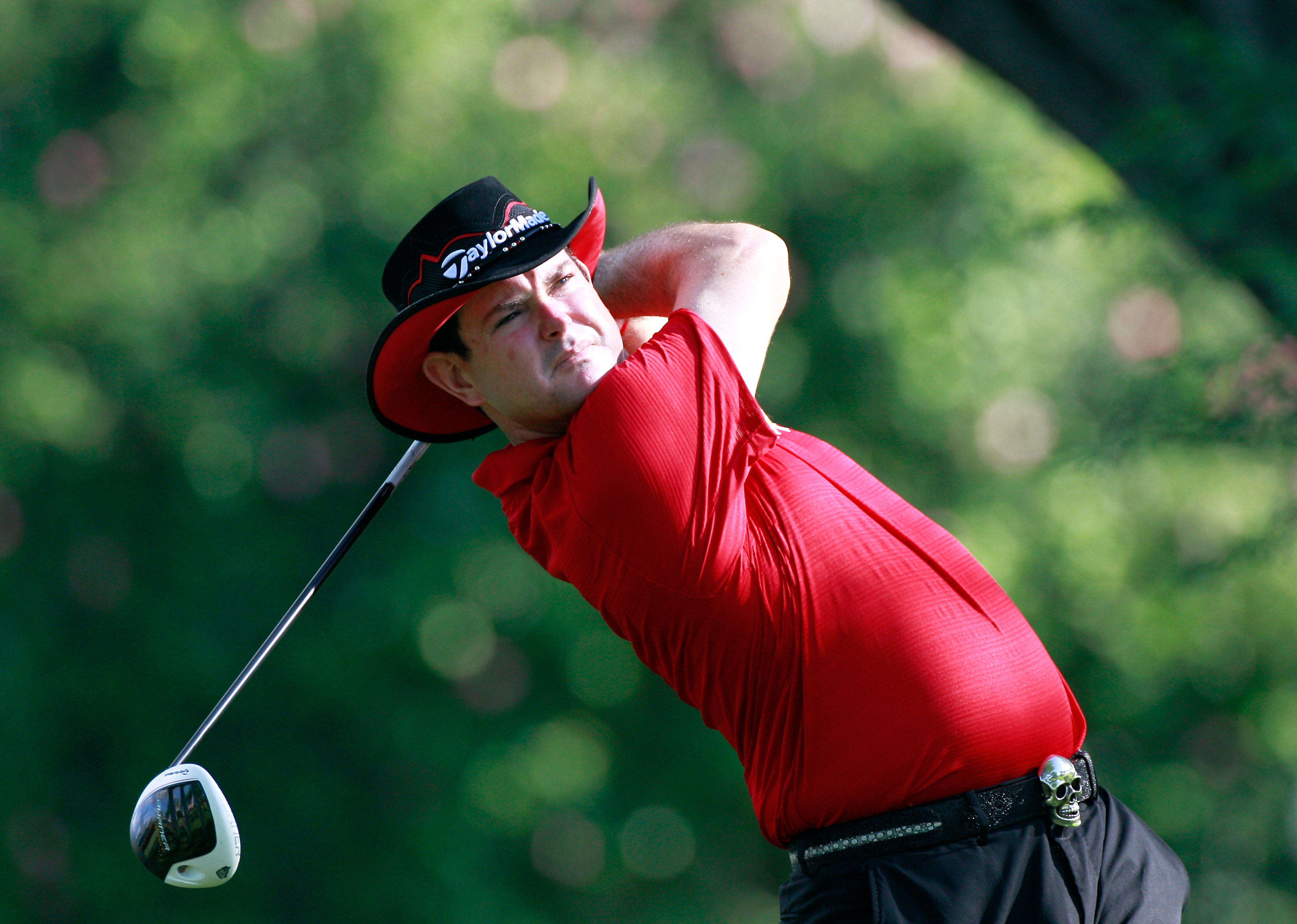 HONOLULU, HI - JANUARY 15:  Rory Sabbatini of South Africa hits a shot during the second round of the Sony Open at Waialae Country Club on January 15, 2011 in Honolulu, Hawaii.  (Photo by Sam Greenwood/Getty Images)