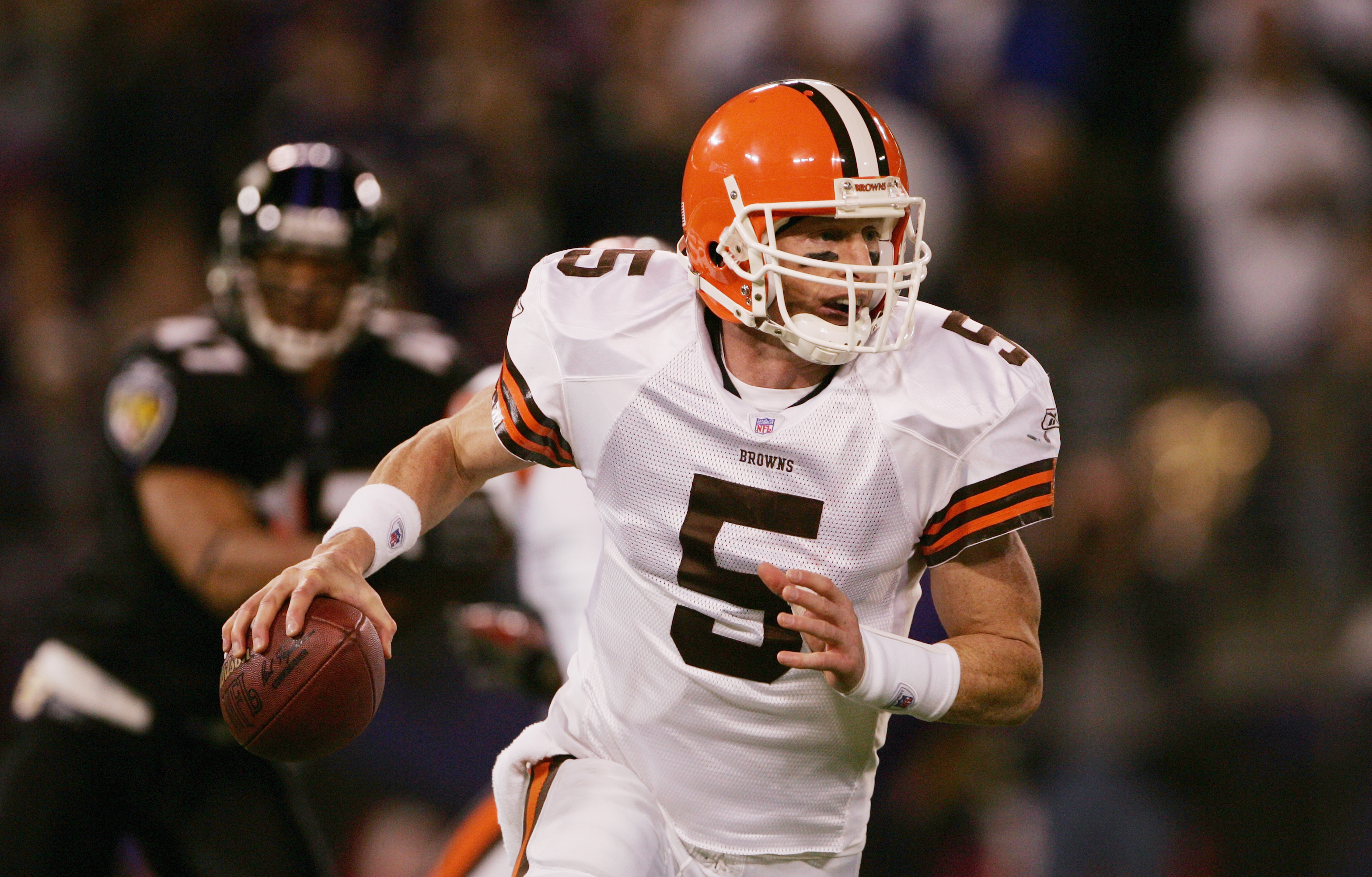 BALTIMORE - NOVEMBER 7:  Quarterback Jeff Garcia #5 of the Cleveland Browns looks downfield against the Baltimore Ravens at M&T Bank Stadium on November 7, 2004 in Baltimore, Maryland. The Ravens defeated the Browns 27-13.  (Photo by Doug Pensinger/Getty