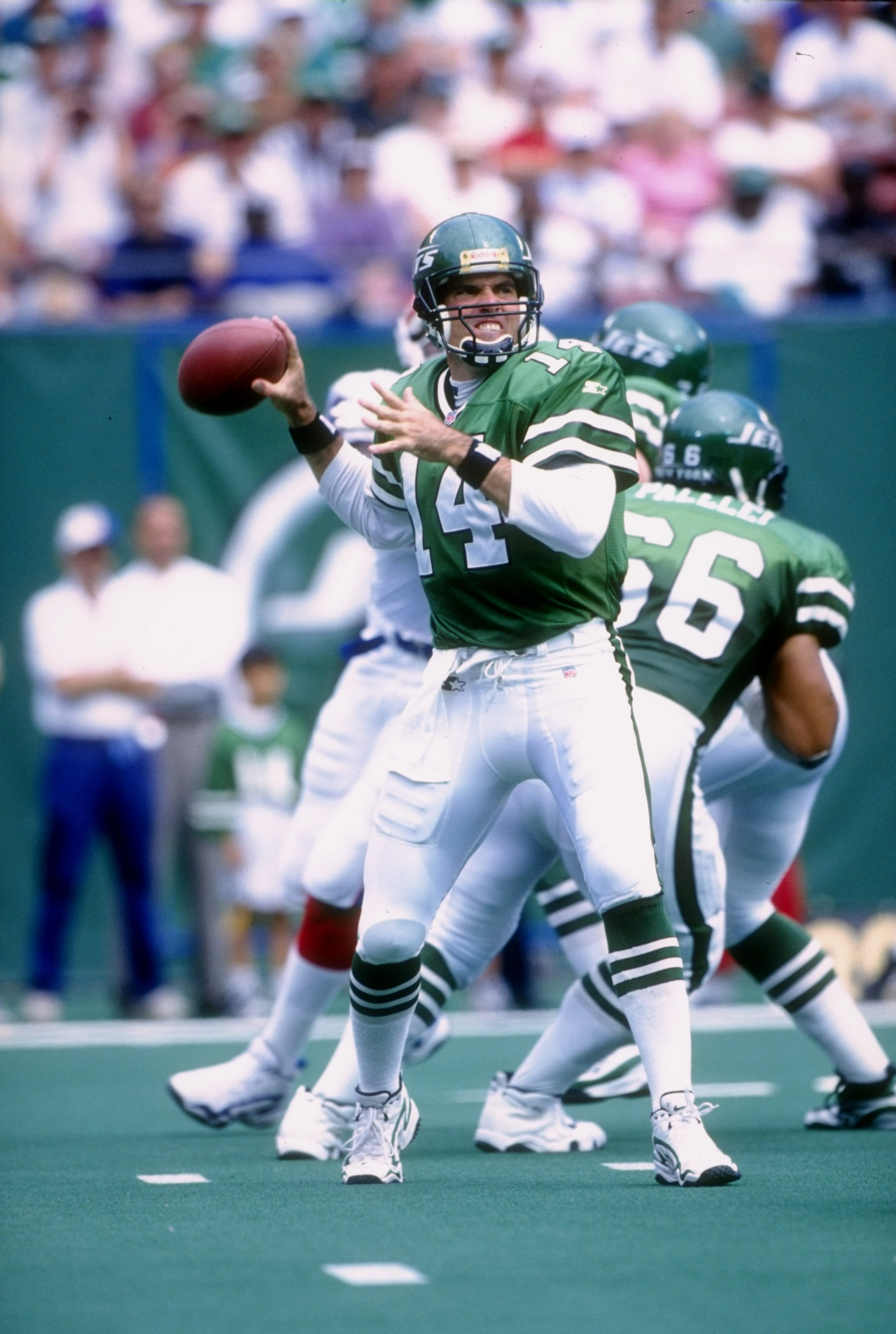 7 Sep 1997:  Quarterback Neil O''Donnell of the New York Jets begins to throw during the Jets 28-22 loss to the Buffalo Bills at Giants Stadium in East Rutherford, New Jersey. Mandatory Credit: Tomasso Derosa  /Allsport