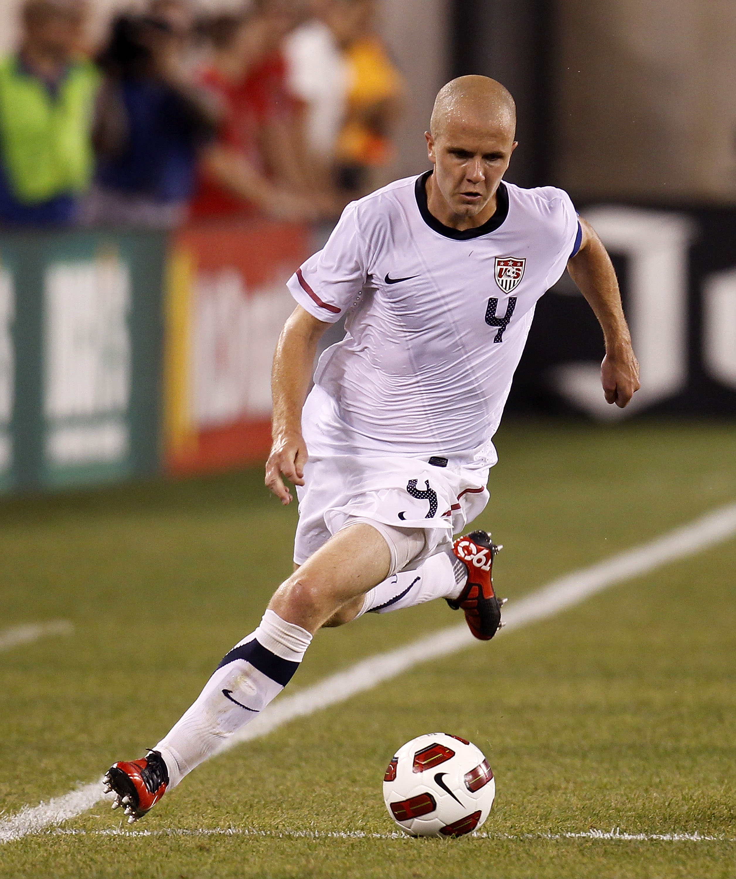 EAST RUTHERFORD, NJ - AUGUST 10: Michael Bradley #4 of the U.S. faces Brazil in the second half of a friendly match at the New Meadowlands on August 10, 2010 in East Rutherford, New Jersey. (Photo by Jeff Zelevansky/Getty Images)