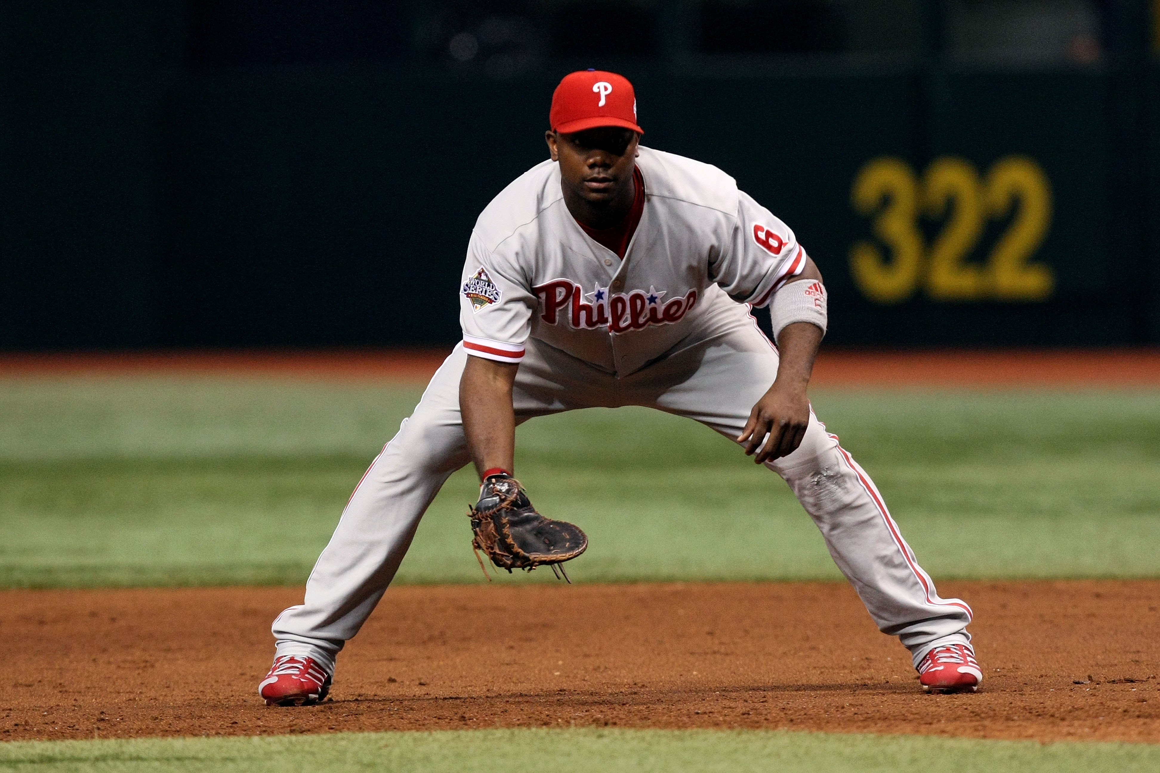 ST PETERSBURG, FL - OCTOBER 22:  Ryan Howard #6 of the Philadelphia Phillies readies himself on defense against the Tampa Bay Rays during game one of the 2008 MLB World Series on October 22, 2008 at Tropicana Field in St. Petersburg, Florida.  (Photo by D