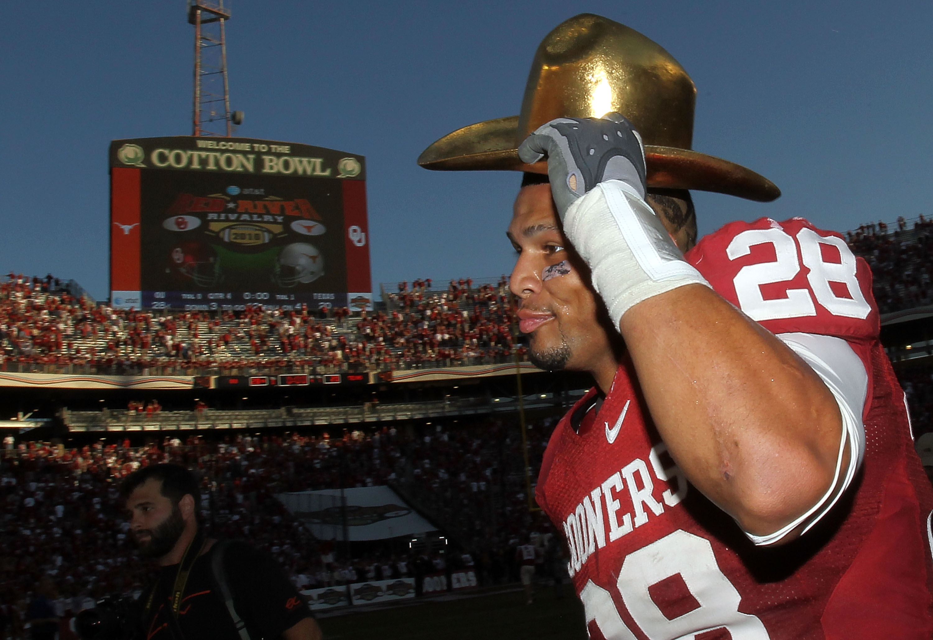 DALLAS - OCTOBER 02:  Linebacker Travis Lewis #28 of the Oklahoma Sooners wears the Golden Hat trophy after a 28-20 win against the Texas Longhorns at the Cotton Bowl on October 2, 2010 in Dallas, Texas.  (Photo by Ronald Martinez/Getty Images)