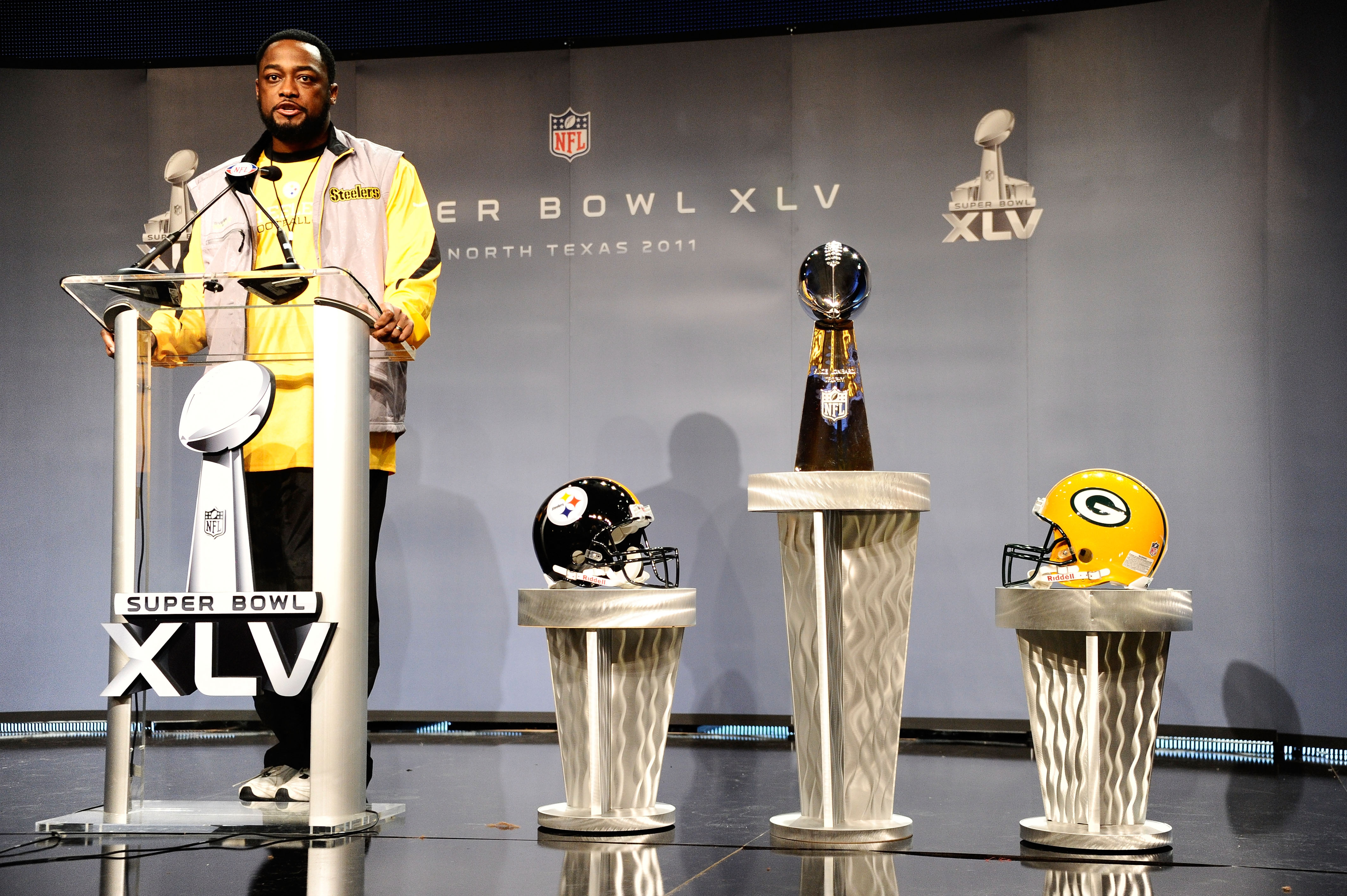 DALLAS, TX - FEBRUARY 04:  Head coach Mike Tomlin of the Pittsburgh Steelers speaks during a press conference at the Super Bowl XLV media center on February 4, 2011 in Dallas, Texas. The Green Bay Packers will play the Pittsburgh Steelers in Super Bowl XL