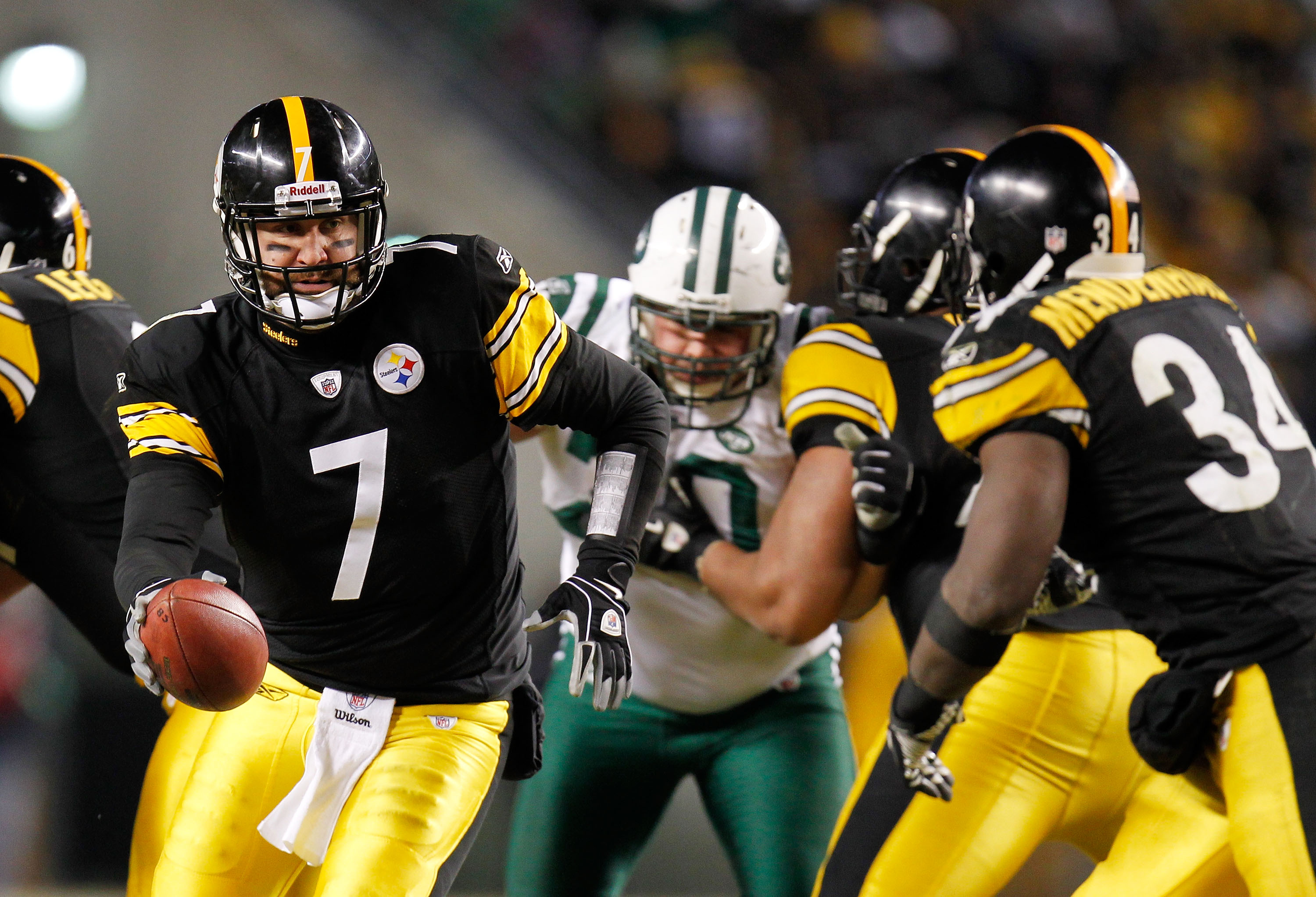 PITTSBURGH, PA - JANUARY 23:  Ben Roethlisberger #7 of the Pittsburgh Steelers drops back against the New York Jets during the 2011 AFC Championship game at Heinz Field on January 23, 2011 in Pittsburgh, Pennsylvania.  (Photo by Gregory Shamus/Getty Image