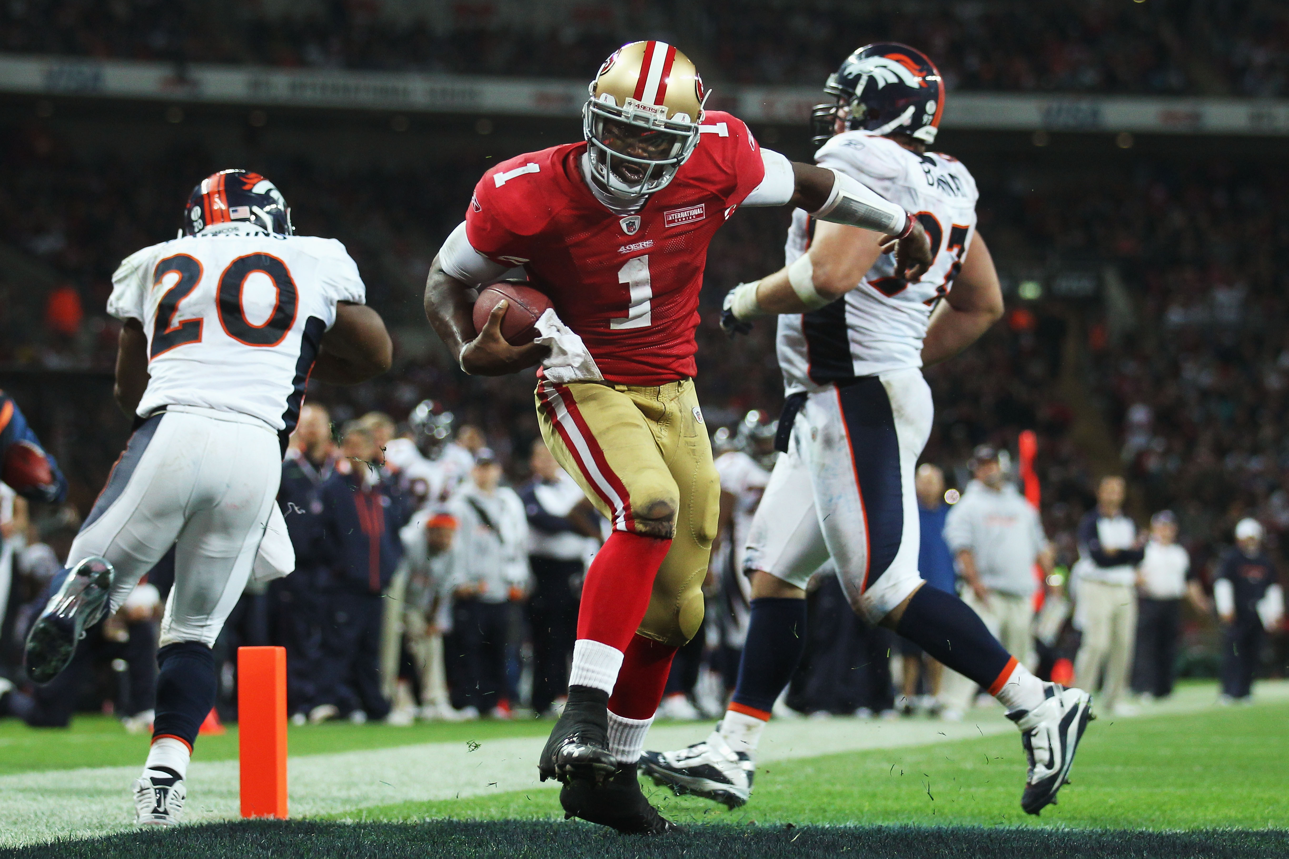 LONDON, ENGLAND - OCTOBER 31:  Troy Smith #1 of San Francisco 49ers scores their first touchdown during the NFL International Series match between Denver Broncos and San Francisco 49ers at Wembley Stadium on October 31, 2010 in London, England. This is th