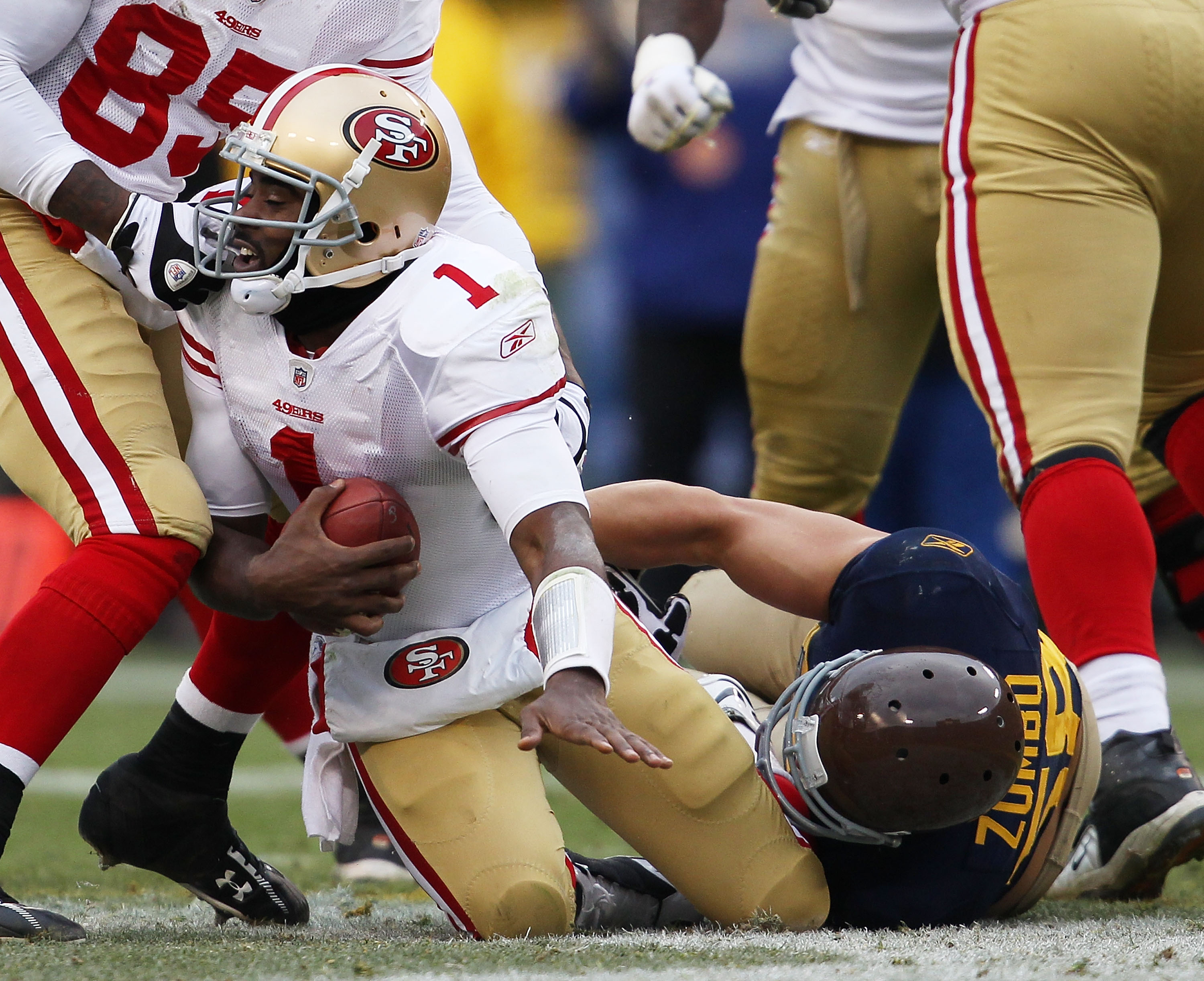 GREEN BAY, WI - DECEMBER 05: Frank Zombo #58 of the Green Bay Packers sacks Troy Smith #1 of the San Francisco 49ers at Lambeau Field on December 5, 2010 in Green Bay, Wisconsin. The Packers defeated the 49ers 34-16. (Photo by Jonathan Daniel/Getty Images