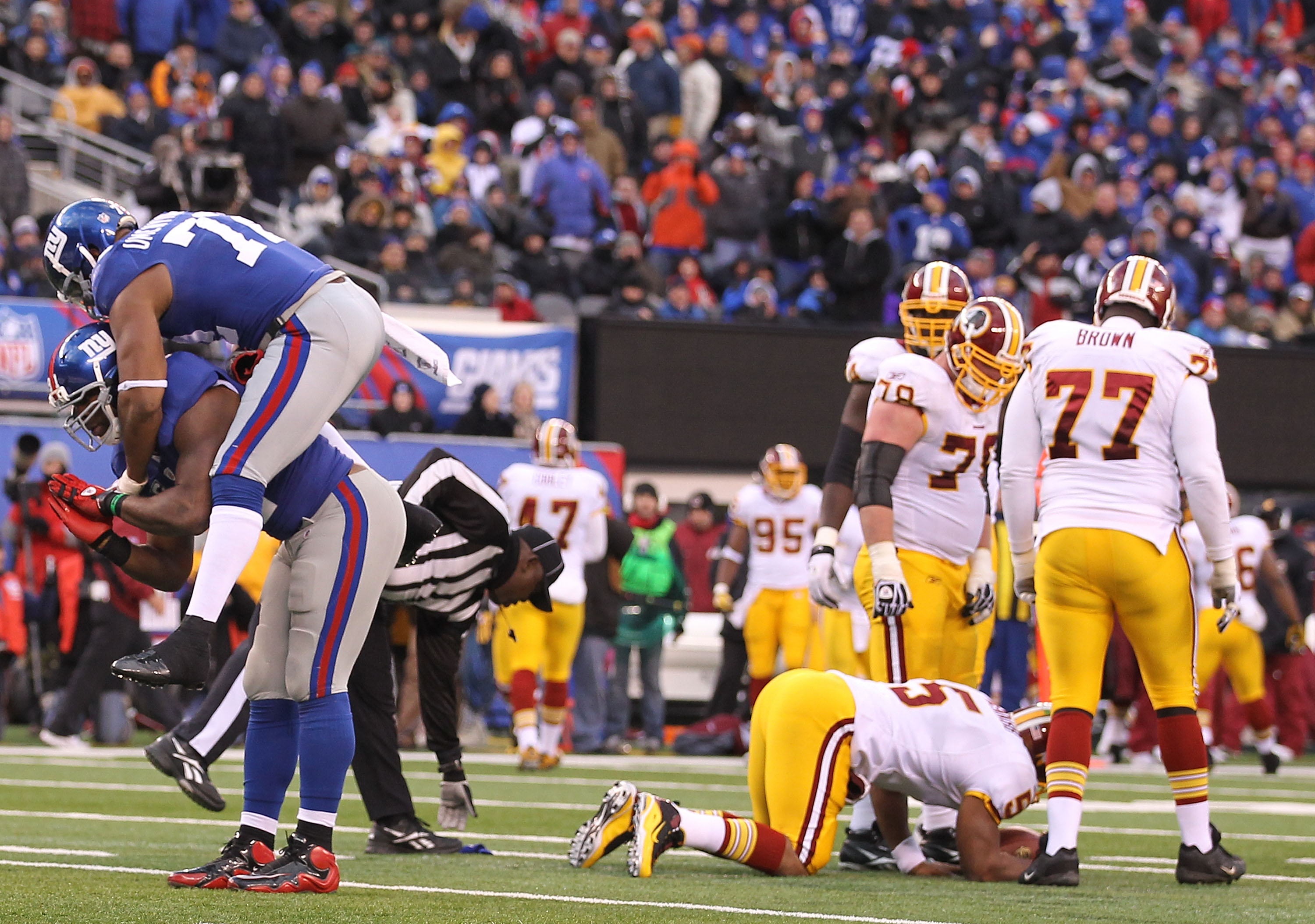 EAST RUTHERFORD, NJ - DECEMBER 05:  Justin Tuck #91 of the New York Giants celebrates with Osi Umenyiora #72 after Tuck sacked Donovan McNabb #5 of the Washington Redskins who fumbled and loset the ball during their game on December 5, 2010 at The New Mea