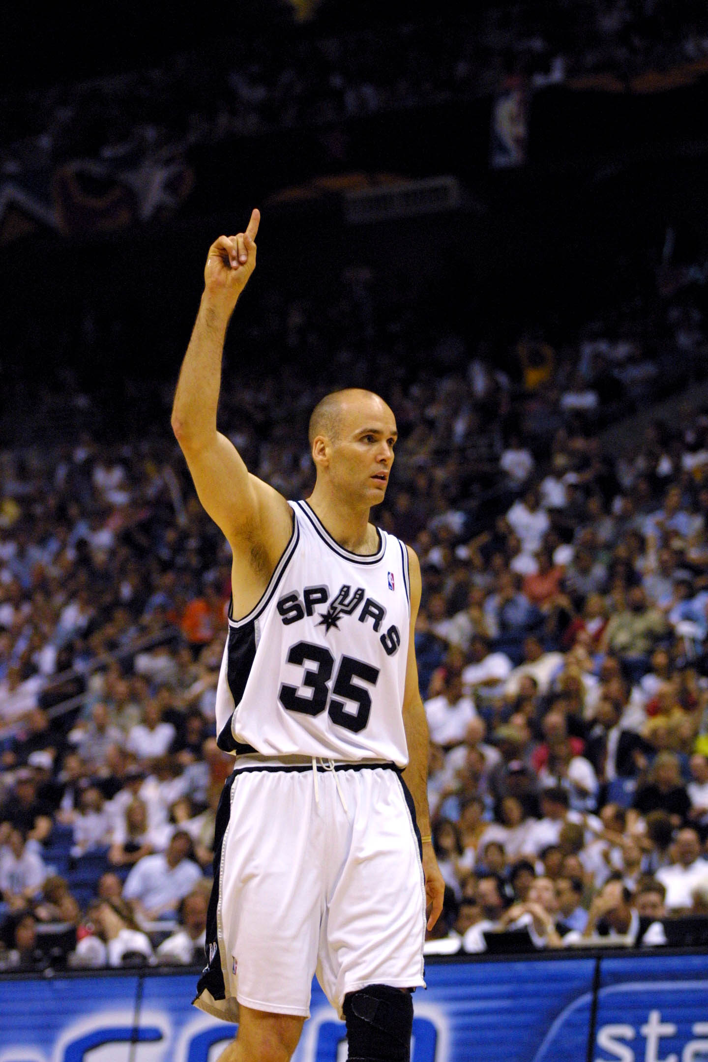 14 May 2001:  Danny Ferry #35 of the San Antonio Spurs celebrates in game five of the western conference semi-finals against the Dallas Mavericks at the Alamodome in San Antonio, Texas.  The Spurs won 105-87 to take the series 4-1.  DIGITAL IMAGE.  Mandat