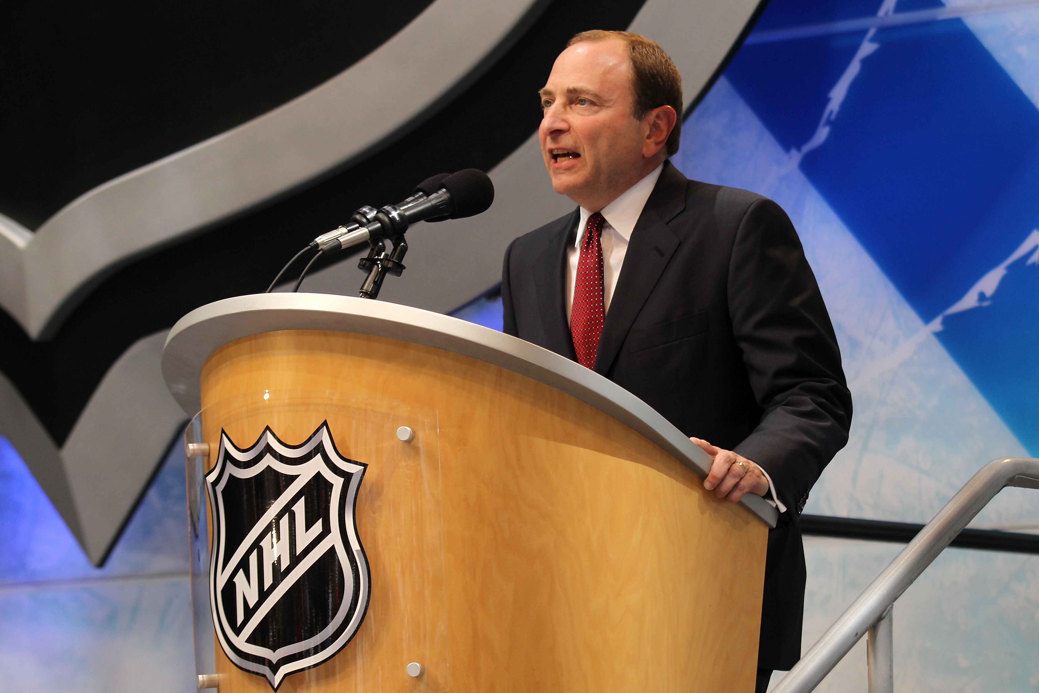 LOS ANGELES, CA - JUNE 25:  Gary Bettman, Commissioner of the National Hockey League, speaks to start the 2010 NHL Entry Draft at Staples Center on June 25, 2010 in Los Angeles, California.  (Photo by Bruce Bennett/Getty Images)