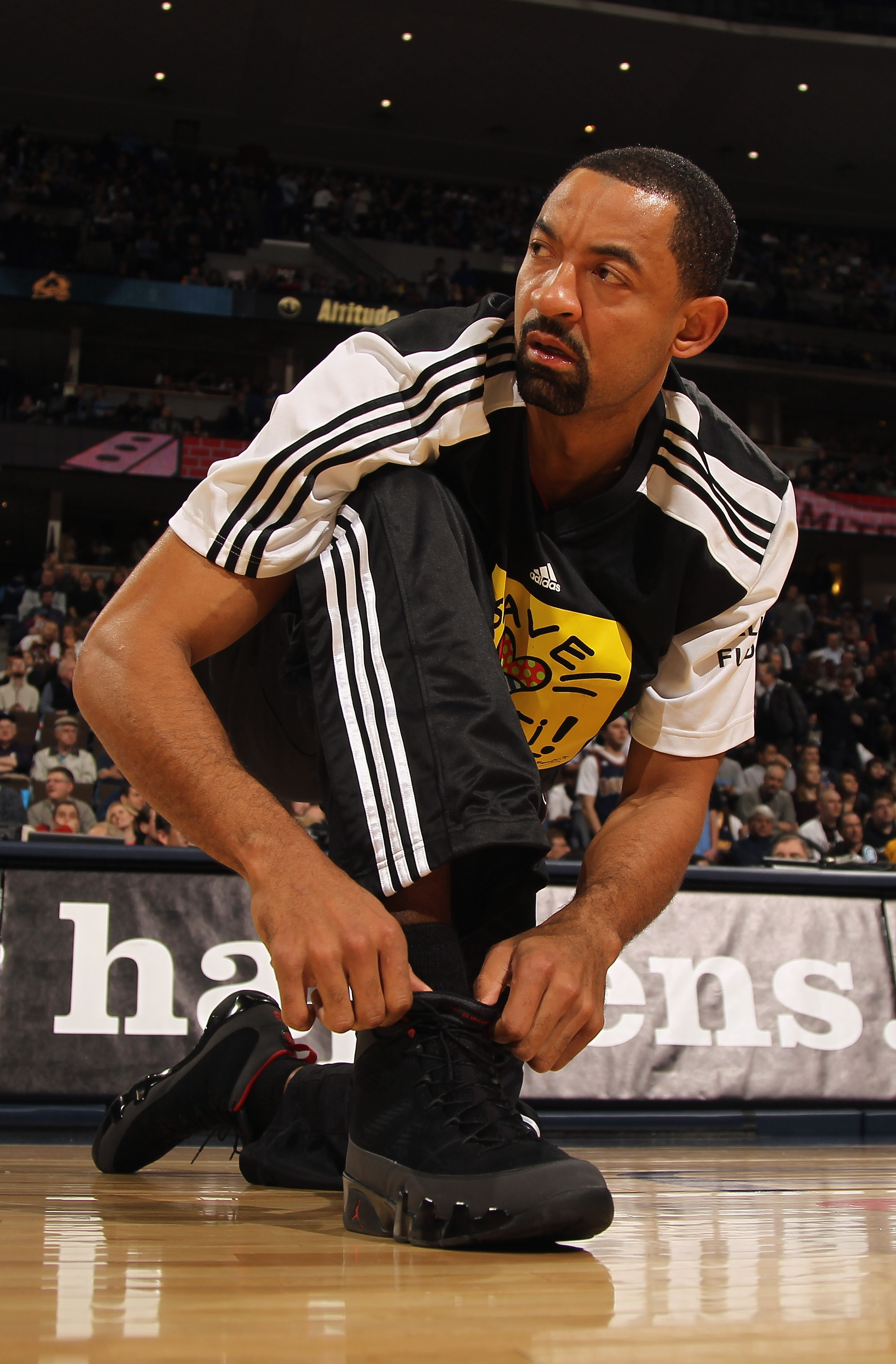 DENVER, CO - JANUARY 13:  Juwan Howard #5 of the Miami Heat ties his shoe laces during warm up prior to facing the Denver Nuggets at the Pepsi Center on January 13, 2011 in Denver, Colorado. The Nuggets defeated the Heat 130-102. NOTE TO USER: User expres