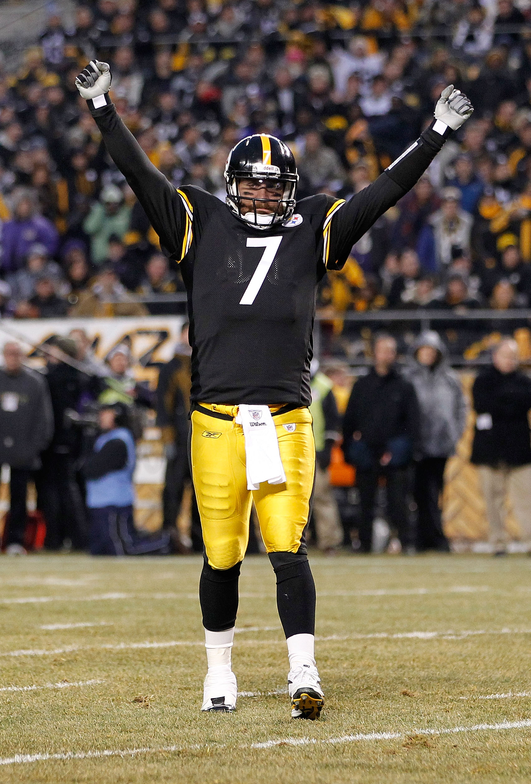PITTSBURGH, PA - JANUARY 15: Quarterback Ben Roethlisberger #7 of the Pittsburgh Steelers celebrates a touchdown against the Baltimore Ravens in the first quarter of the AFC Divisional Playoff Game at Heinz Field on January 15, 2011 in Pittsburgh, Pennsyl