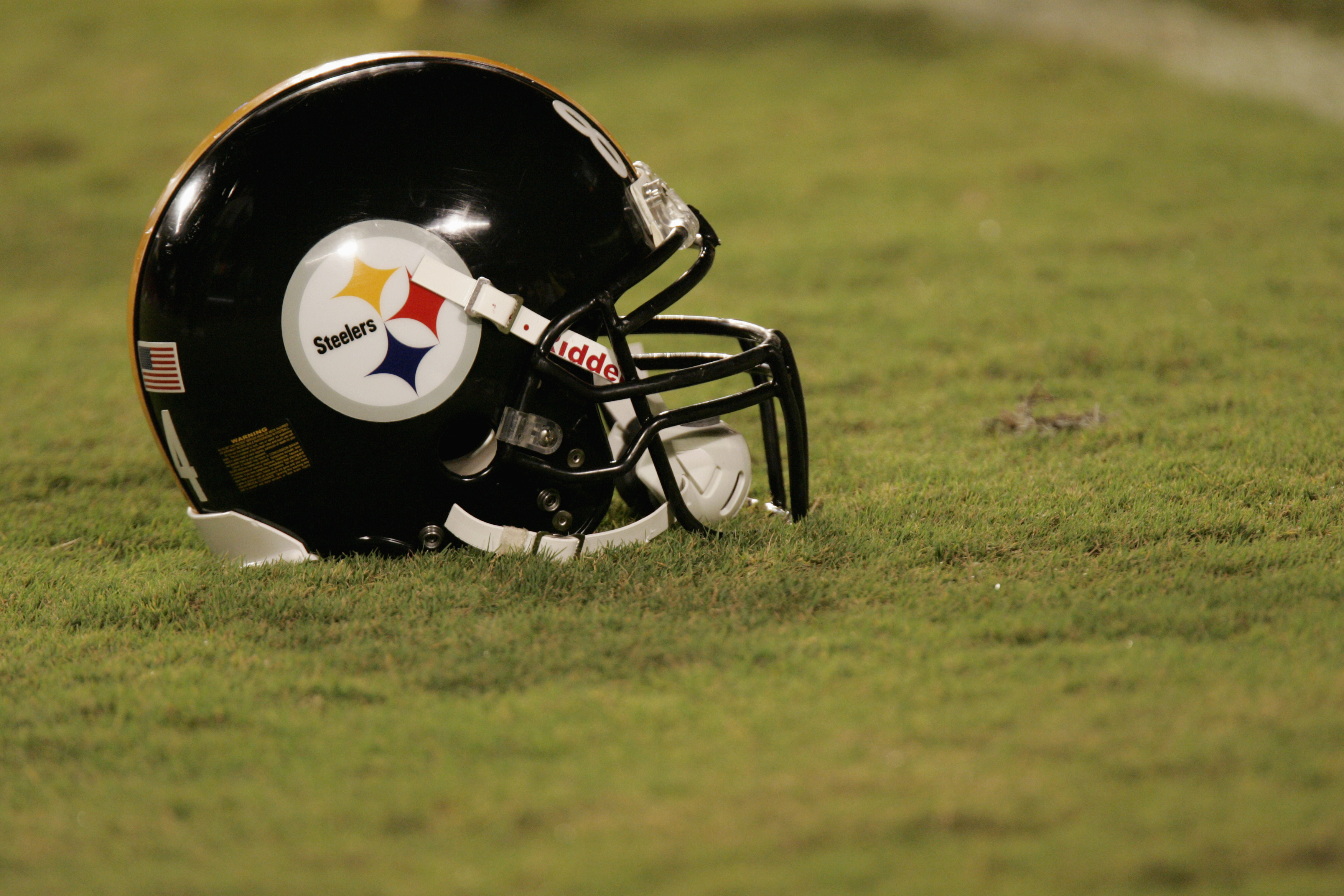 MIAMI - SEPTEMBER 26:  A Pittsburgh Steelers helmet is on the field during the game against the Miami Dolphins at Pro Player Stadium on September 26, 2004 in Miami, Florida. The Steelers won 13-3. (Photo by Eliot J. Schechter/Getty Images)
