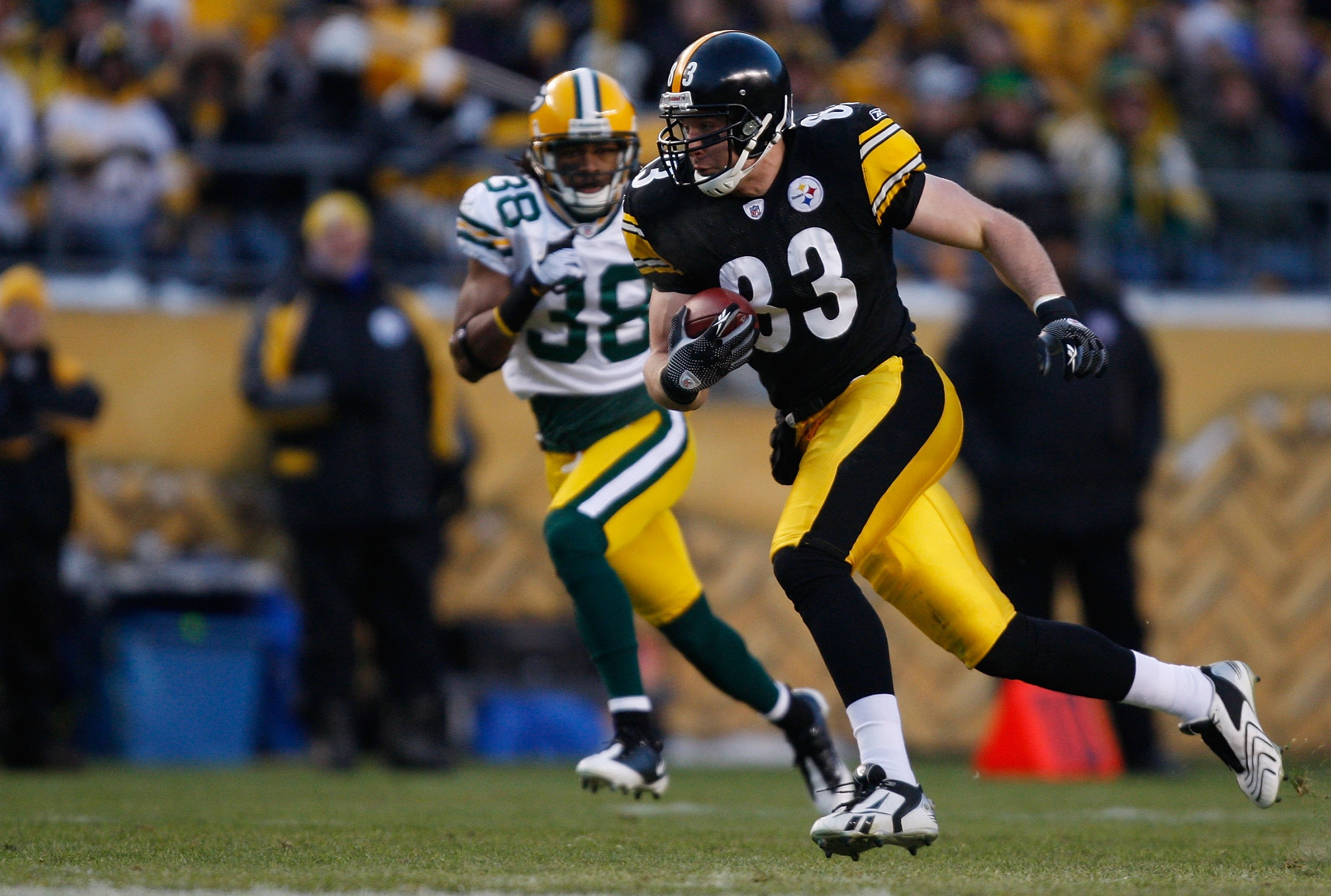 PITTSBURGH - DECEMBER 20: Heath Miller #83 of the Pittsburgh Steelers runs with the ball from Tramon Williams #38 of the Green Bay Packers during the game on December 20, 2009 at Heinz Field in Pittsburgh, Pennsylvania. (Photo by Jared Wickerham/Getty Ima