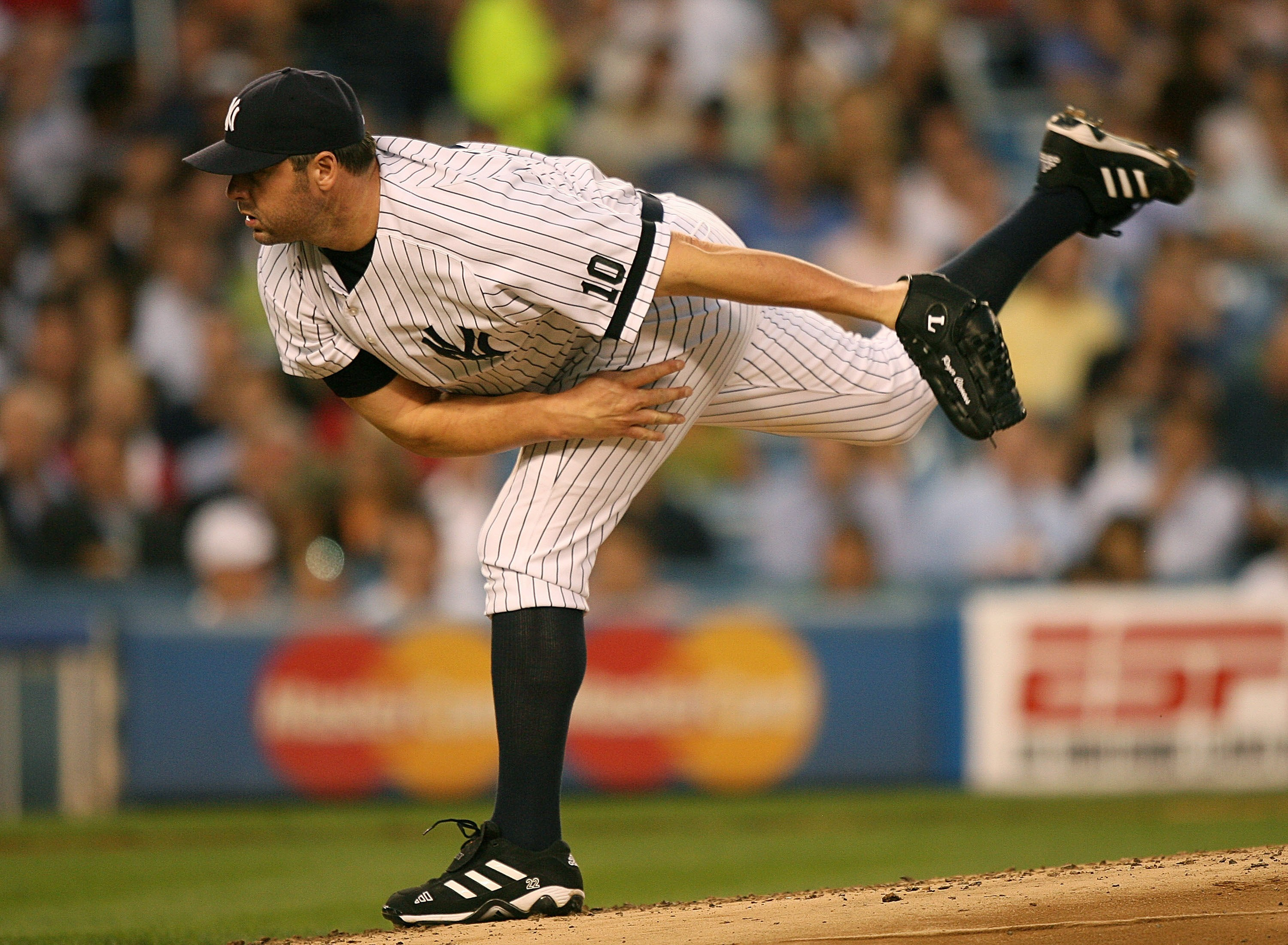 NEW YORK - AUGUST 29:  Pitcher Roger Clemens #22 of the New York Yankees pitches during a game against the Boston Red Sox on August 29, 2007 at Yankee Stadium in the Bronx borough of New York City.  (Photo by Mike Ehrmann/Getty Images)
