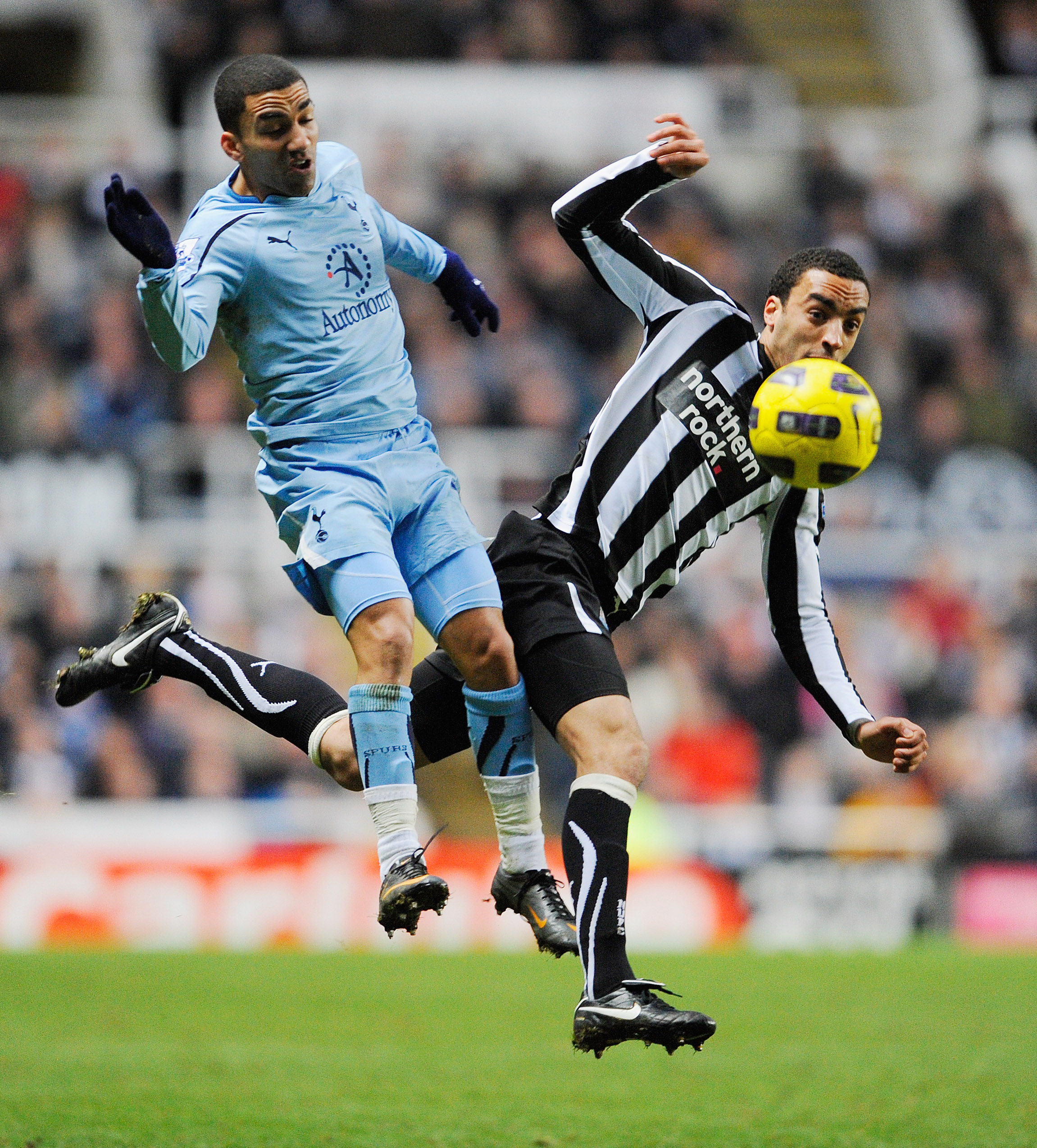 NEWCASTLE UPON TYNE, ENGLAND - JANUARY 22:  Aaron Lennon of Spurs is challenged by James Perch of Newcastle during the Barclays Premier League match between Newcastle United and Tottenham Hotspur at St James' Park on January 22, 2011 in Newcastle upon Tyn