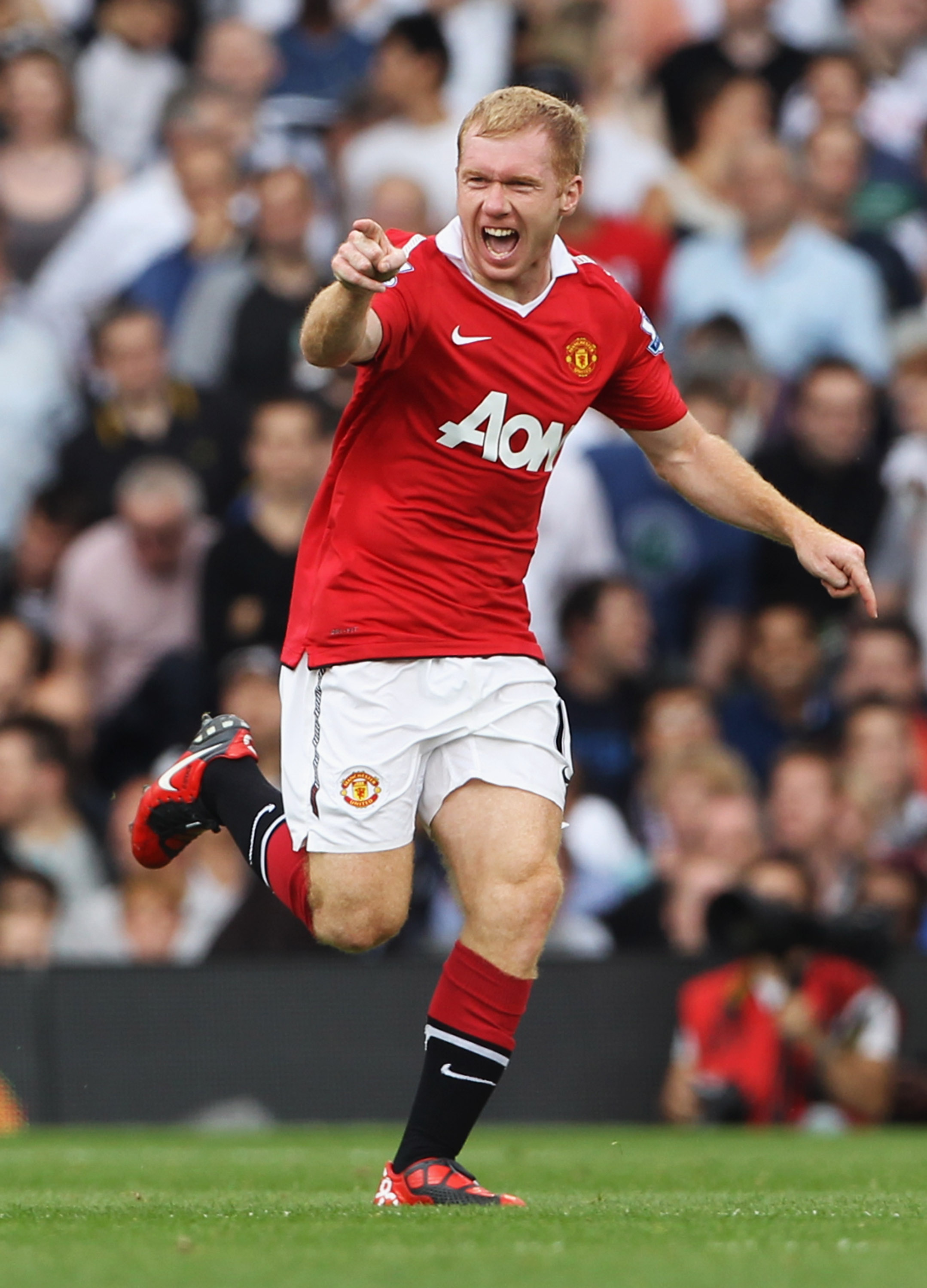LONDON, ENGLAND - AUGUST 22:  Paul Scholes of Manchester United celebrates as he scores their first goal during the Barclays Premier League match between Fulham and Manchester United at Craven Cottage on August 22, 2010 in London, England.  (Photo by Phil
