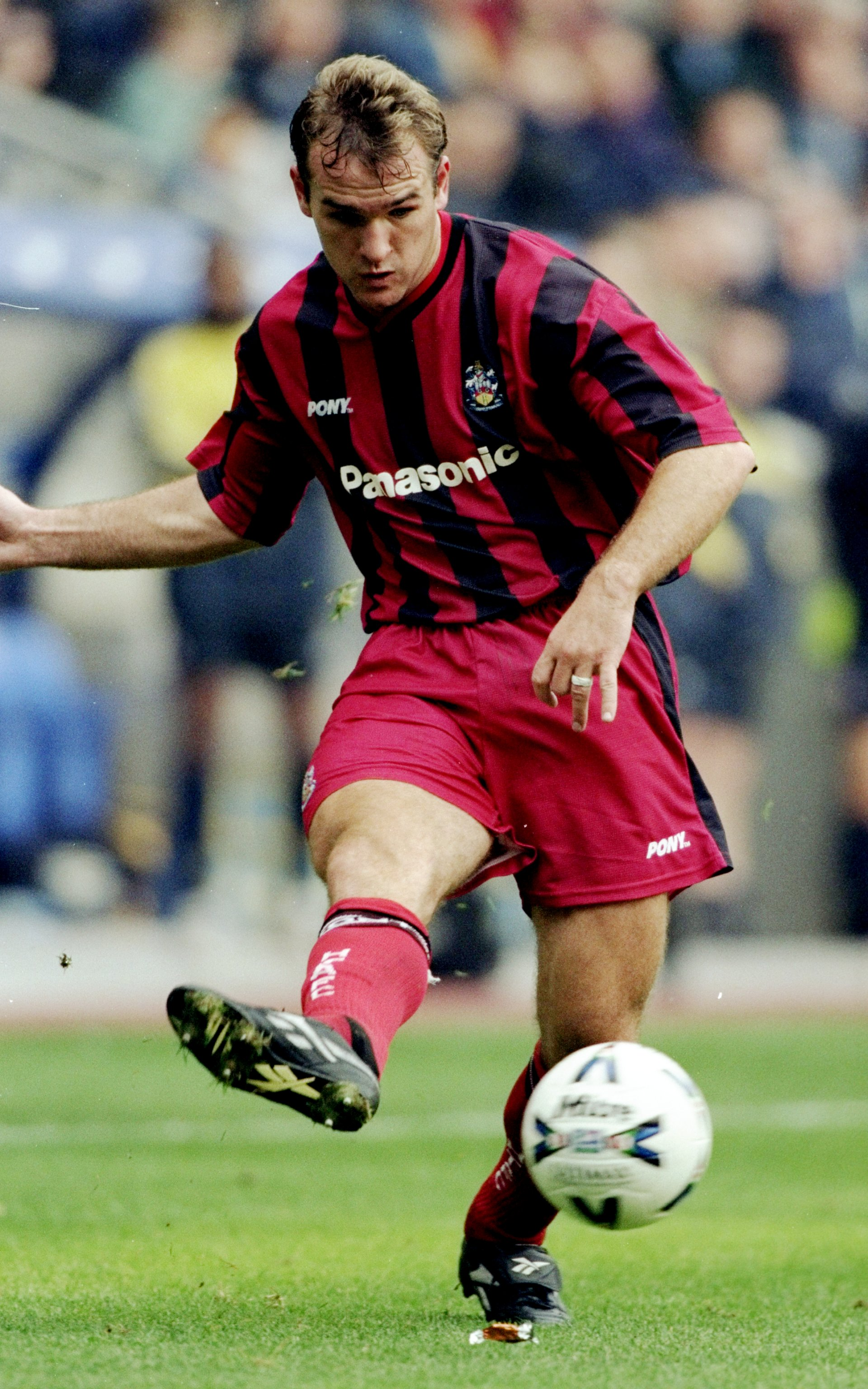 26 Sep 1998:  Kevin Gray of Huddersfield Town in action during the Nationwide division one game against Bolton Wanderers at the Reebok Stadium, Bolton, England. Bolton won 3-0. \ Mandatory Credit: Alex Livesey /Allsport