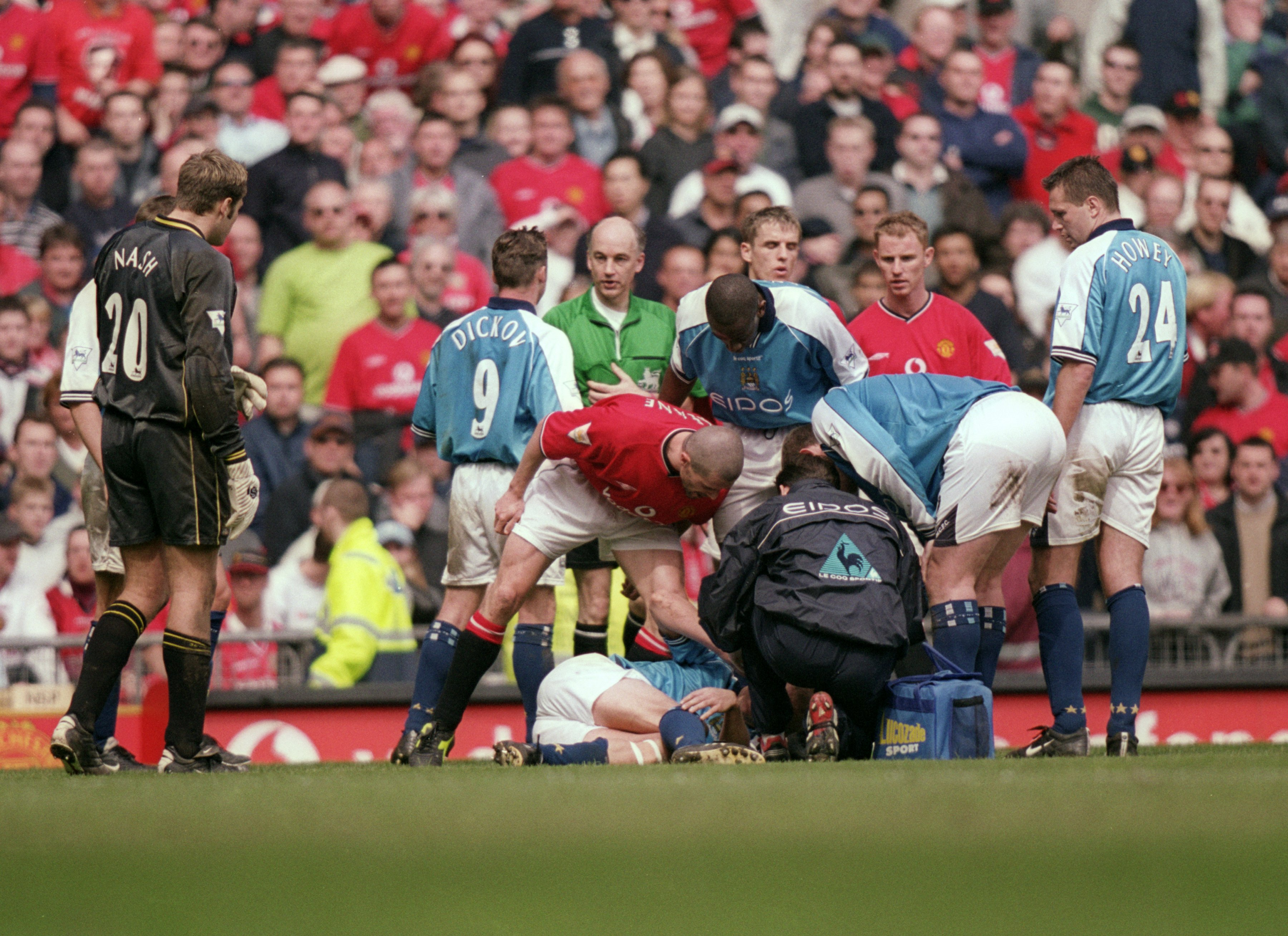 21 Apr 2001:  Roy Keane of Manchester United shouts at Alf Inge Haaland of Manchester City following his red card during the FA Carling Premiership match played at Old Trafford, in Manchester, England. The match ended in a 1-1 draw. \ Mandatory Credit: Ga