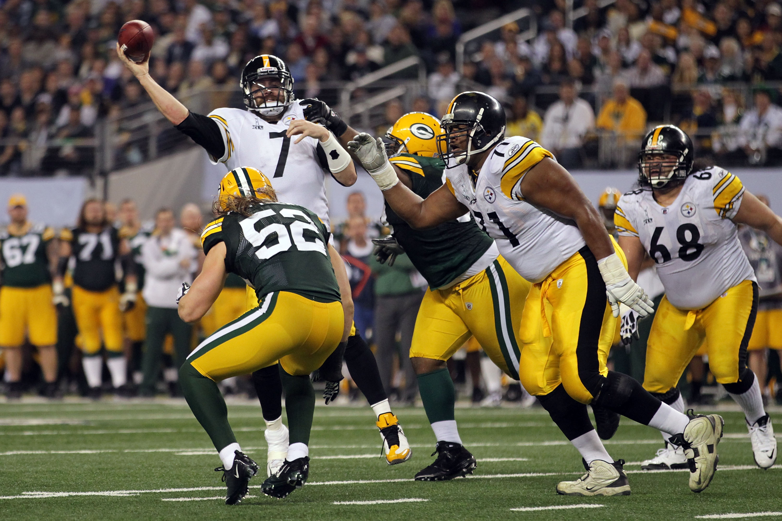 ARLINGTON, TX - FEBRUARY 06:  Ben Roethlisberger #7 of the Pittsburgh Steelers passes against the Green Bay Packers during Super Bowl XLV at Cowboys Stadium on February 6, 2011 in Arlington, Texas.  (Photo by Doug Pensinger/Getty Images)