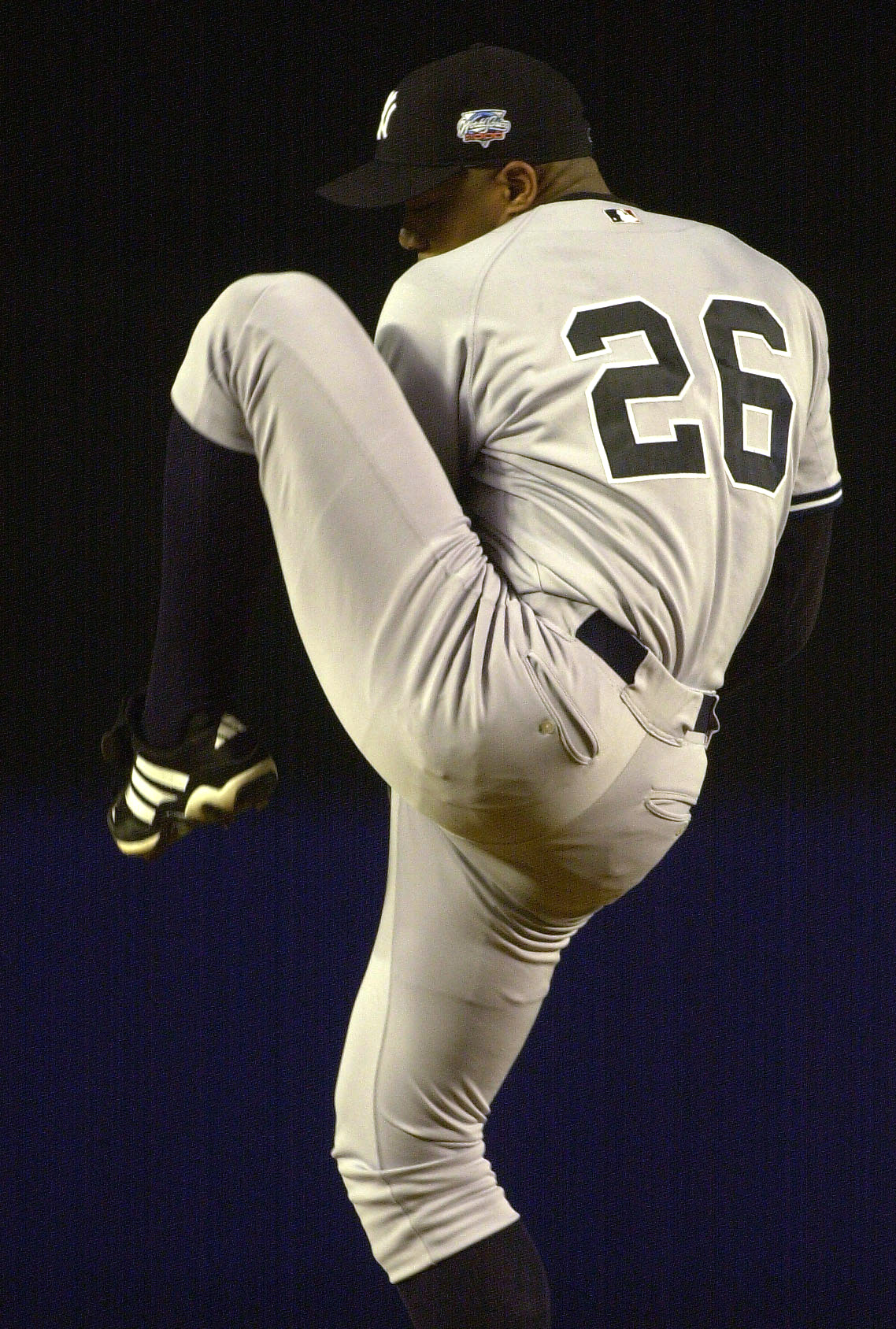 24 Oct 2000:  Starting pitcher #35 Orlando Hernandez of the New York Yankees throws a pitch against the New York Mets during Game 3 of the MLB World Series at Shea Stadium in Flushing, New York. <POOL IMAGE><DIGITAL IMAGE> Mandatory Credit: Allsport USA/A
